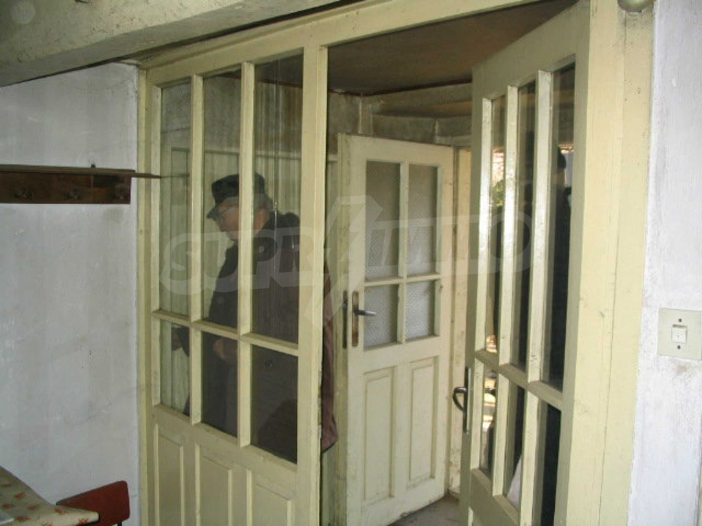 Zweistöckiges, solides Haus in einem Dorf 20 km. von Veliko Tarnovo 16