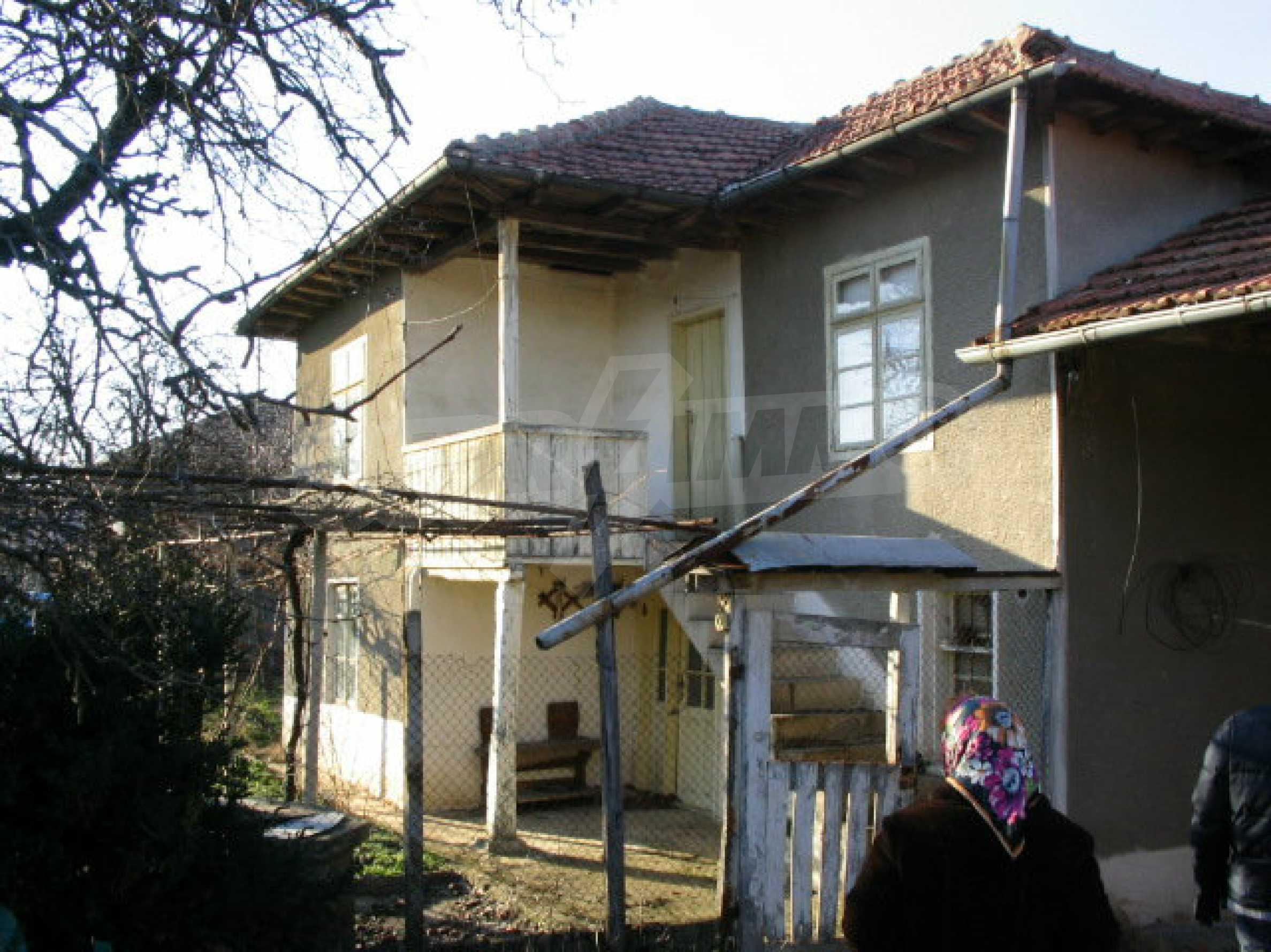 Zweistöckiges, solides Haus in einem Dorf 20 km. von Veliko Tarnovo 1