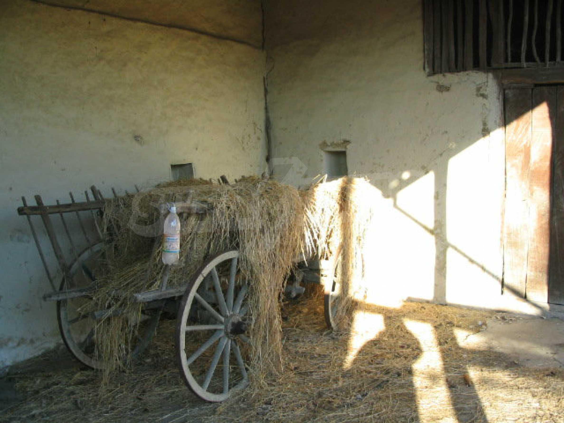 Zweistöckiges, solides Haus in einem Dorf 20 km. von Veliko Tarnovo 22