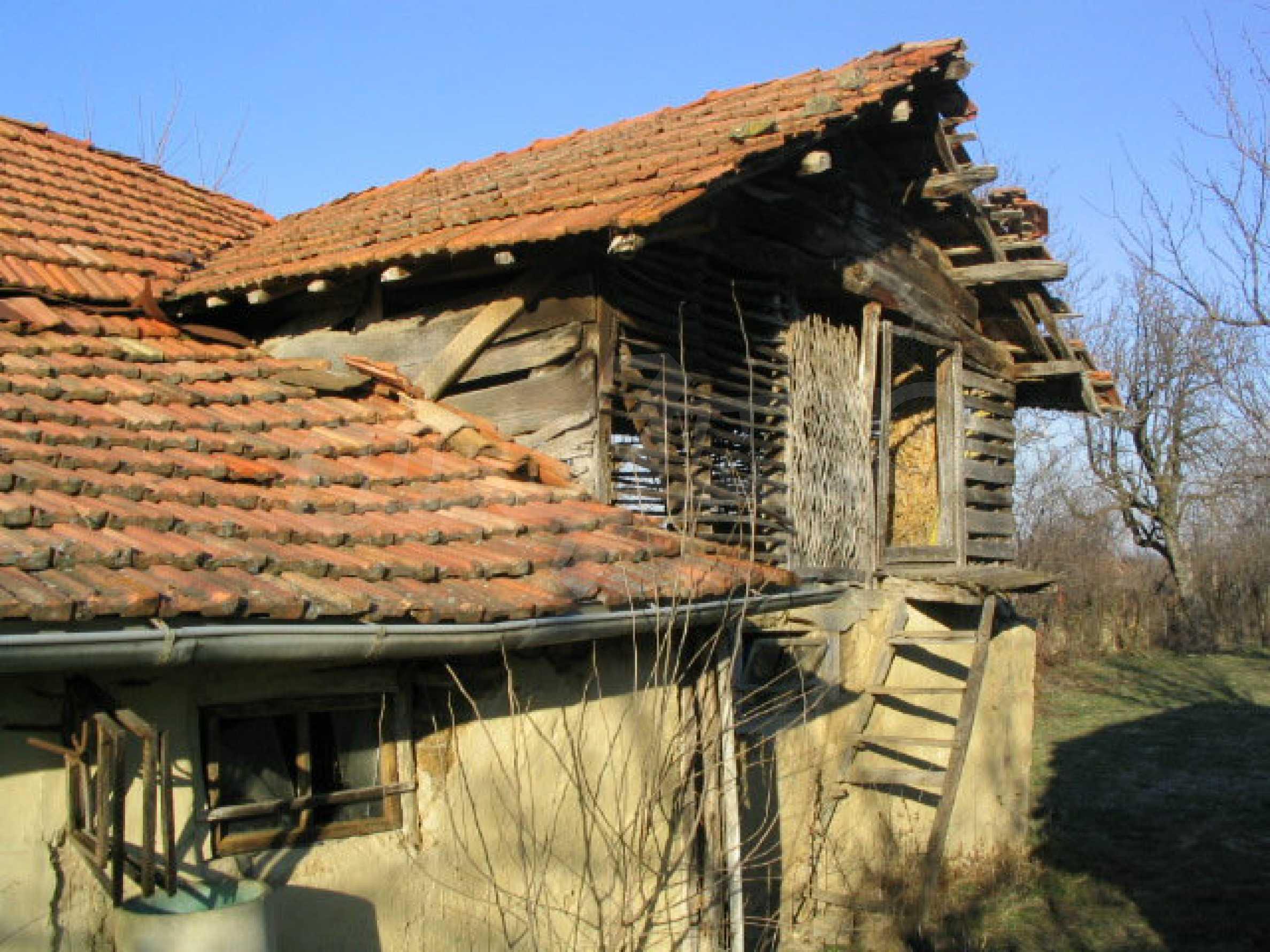 Zweistöckiges, solides Haus in einem Dorf 20 km. von Veliko Tarnovo 5