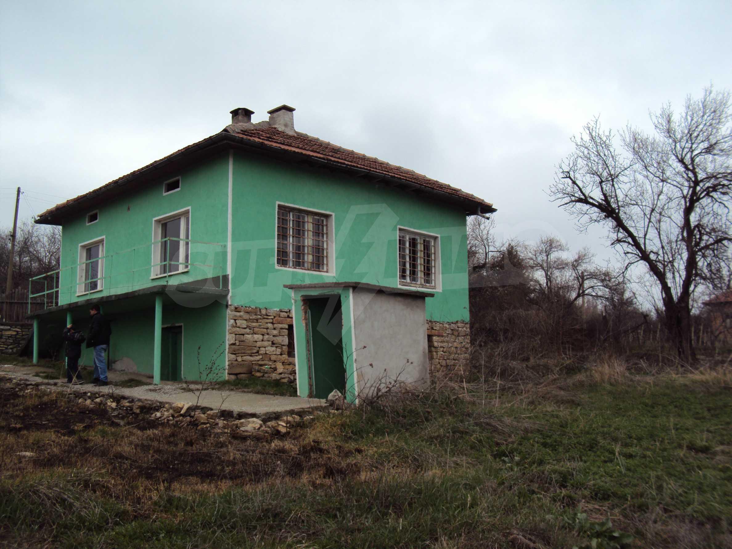 Zweigeschossiges Massivhaus 30 km von Veliko Tarnovo entfernt