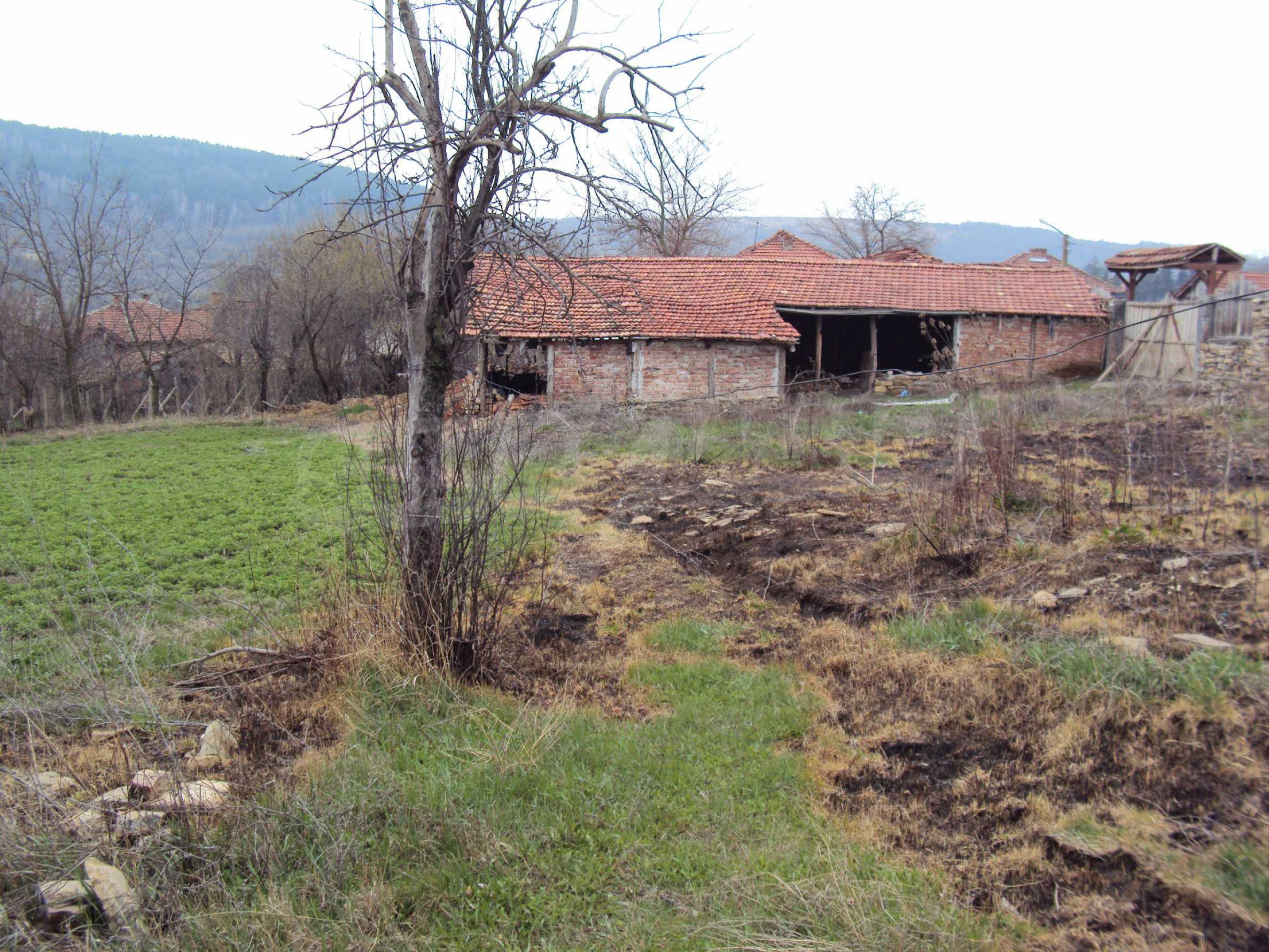 Zweigeschossiges Massivhaus 30 km von Veliko Tarnovo entfernt 13