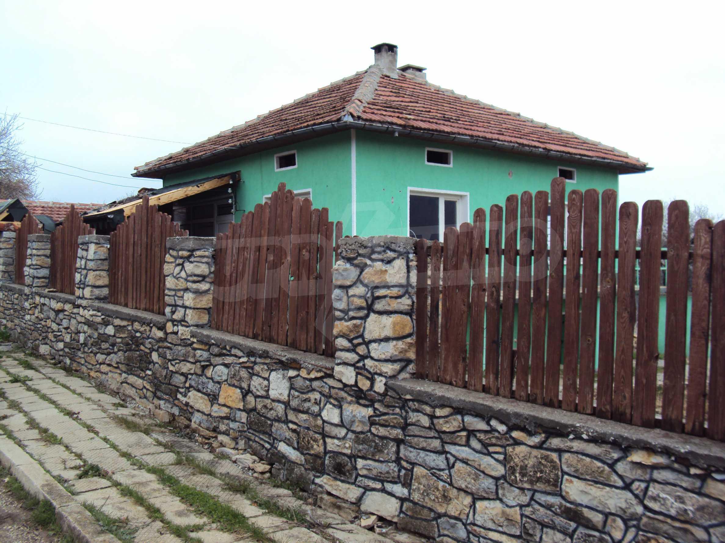 Zweigeschossiges Massivhaus 30 km von Veliko Tarnovo entfernt 1
