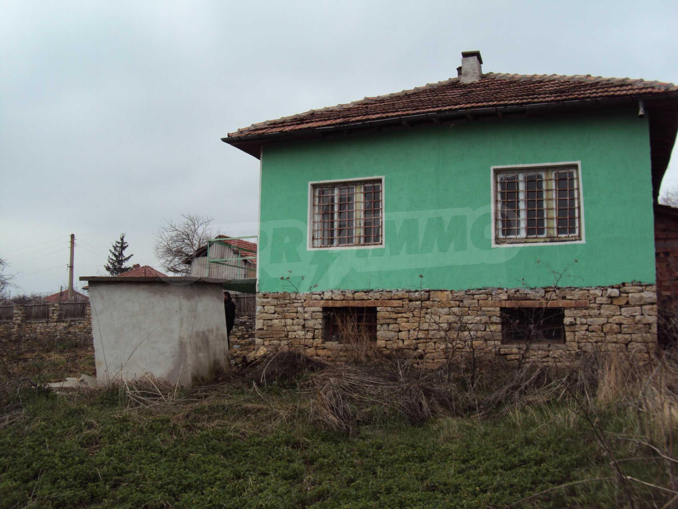 Zweigeschossiges Massivhaus 30 km von Veliko Tarnovo entfernt 3