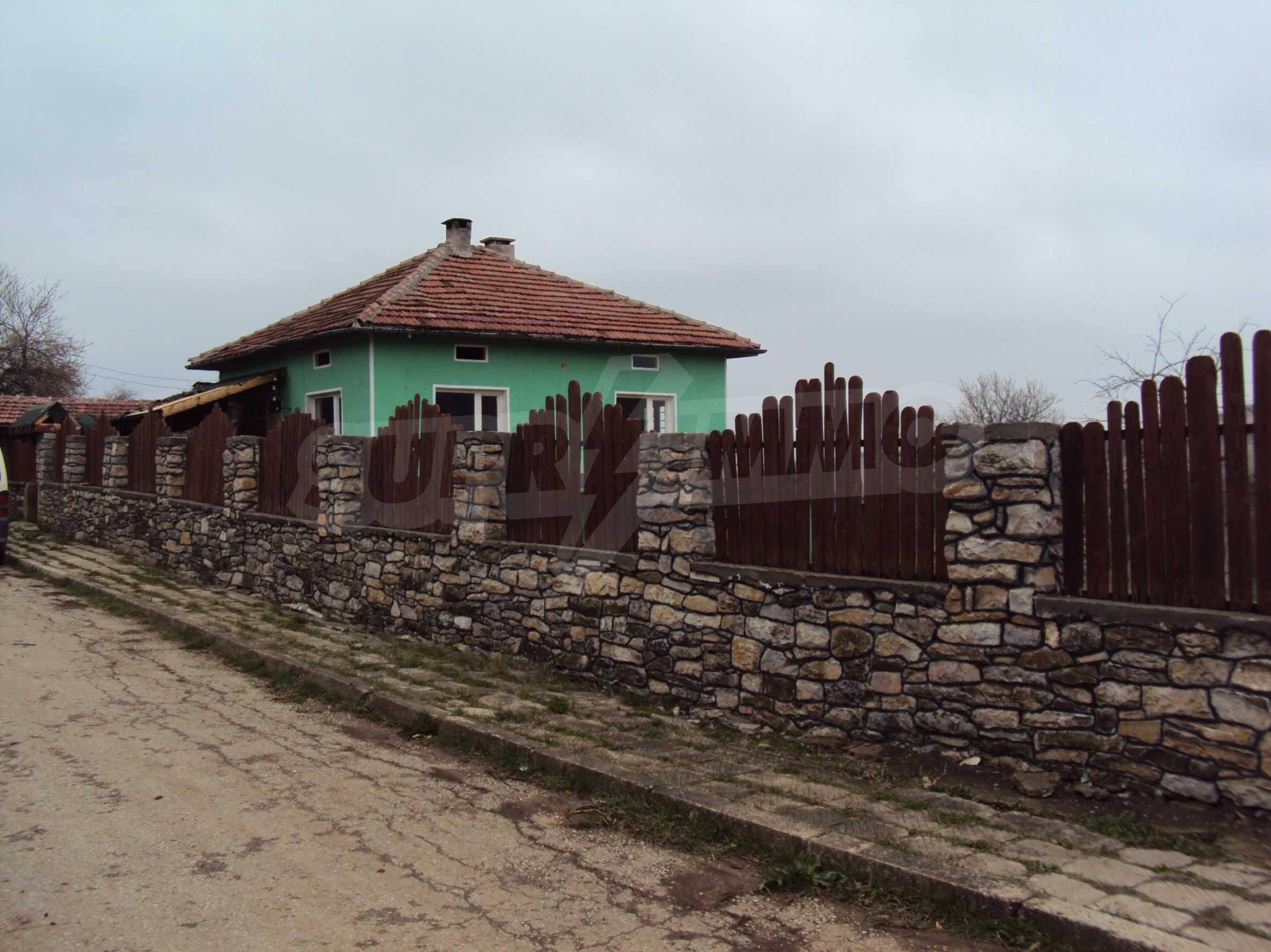 Zweigeschossiges Massivhaus 30 km von Veliko Tarnovo entfernt 5