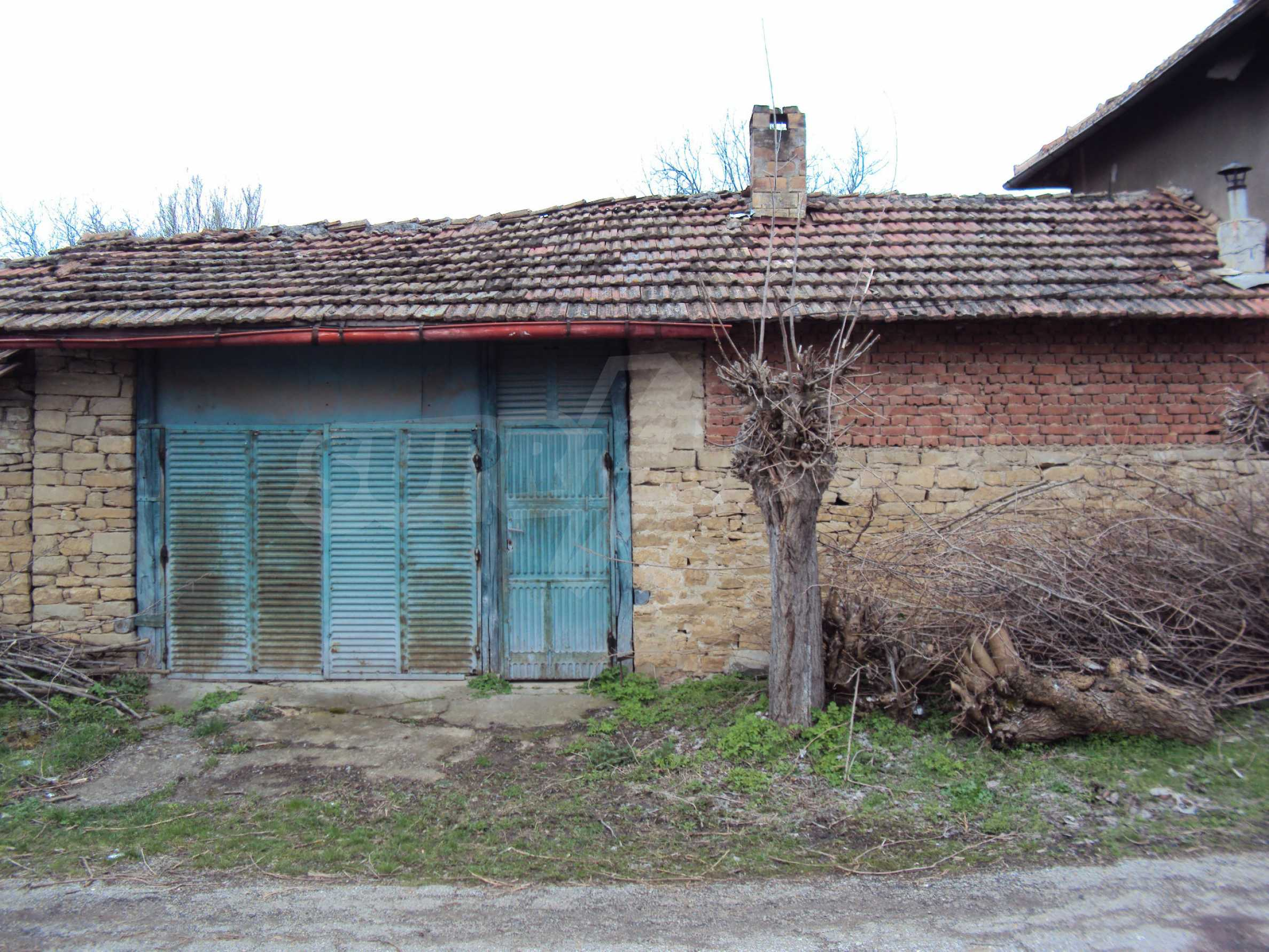 Brick house in a village located 8 km from Pavlikeni 4
