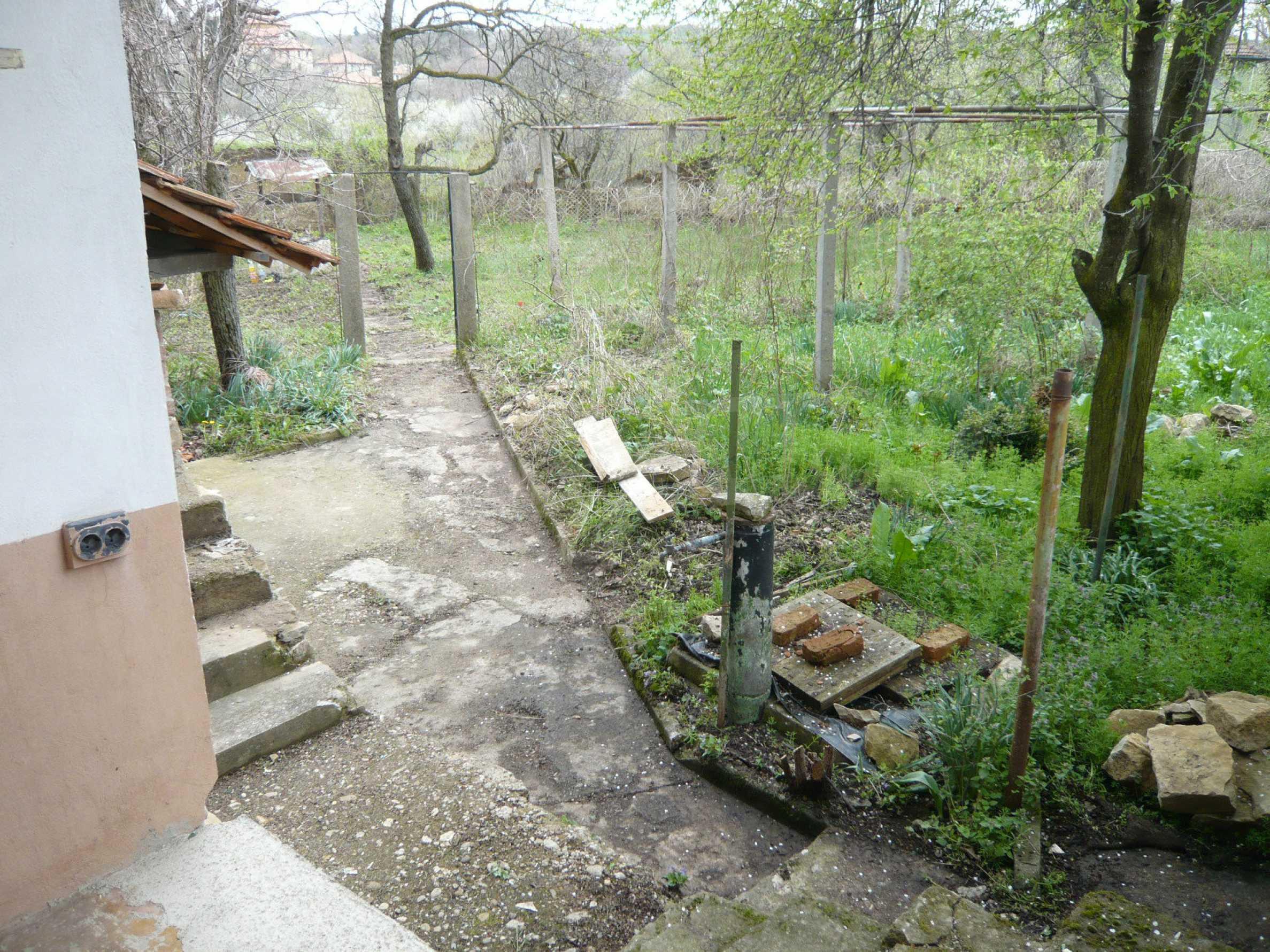 Haus mit großem Garten in einem gut entwickelten Dorf in der Nähe von Veliko Tarnovo 23