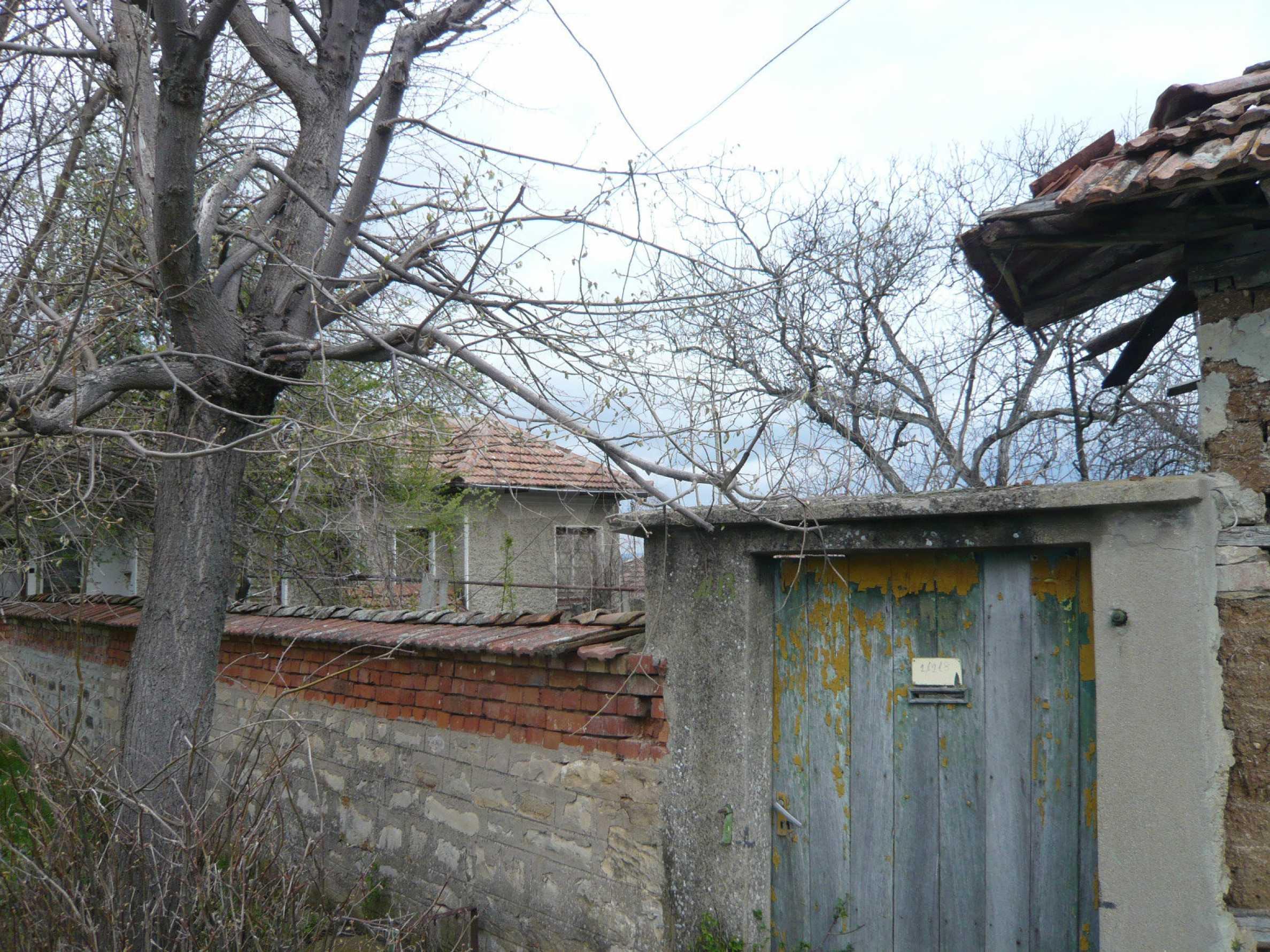 Haus mit großem Garten in einem gut entwickelten Dorf in der Nähe von Veliko Tarnovo 25