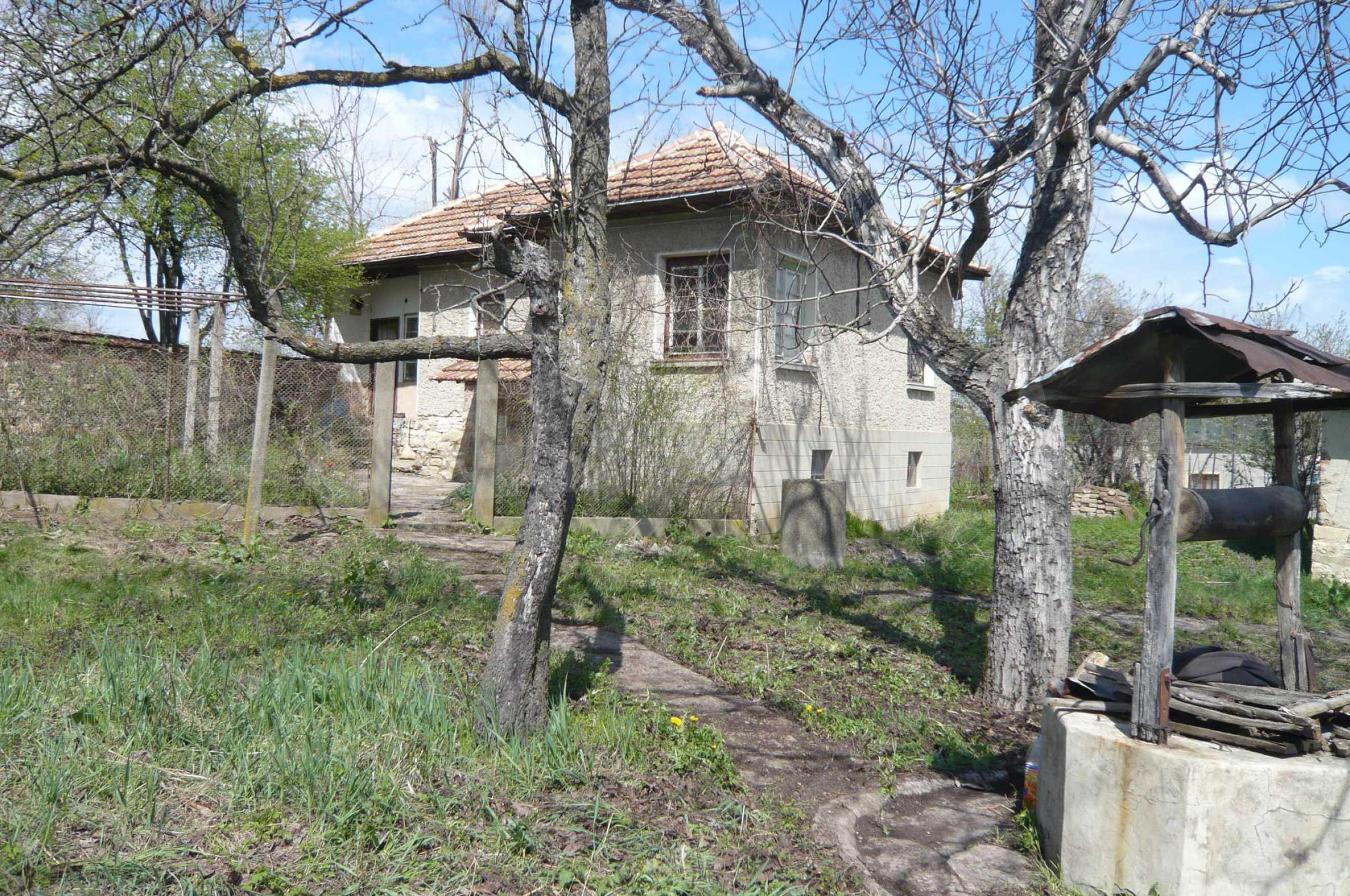 Haus mit großem Garten in einem gut entwickelten Dorf in der Nähe von Veliko Tarnovo 30