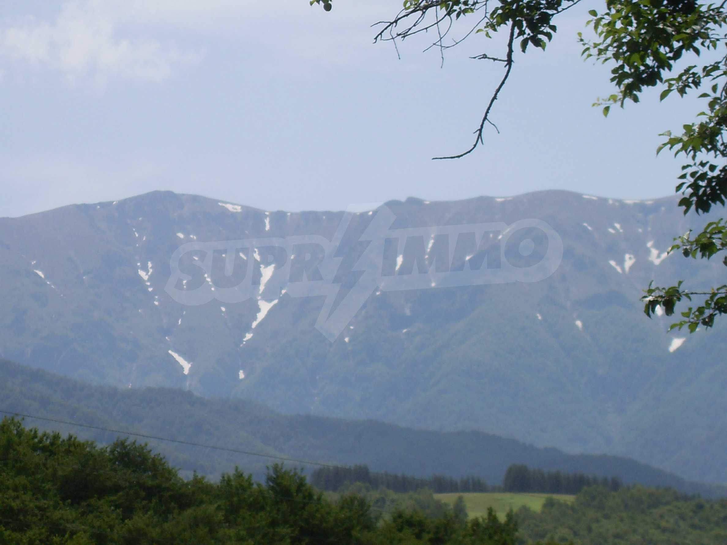 Plot with beautiful views in the heart of the mountain near Apriltzi 3