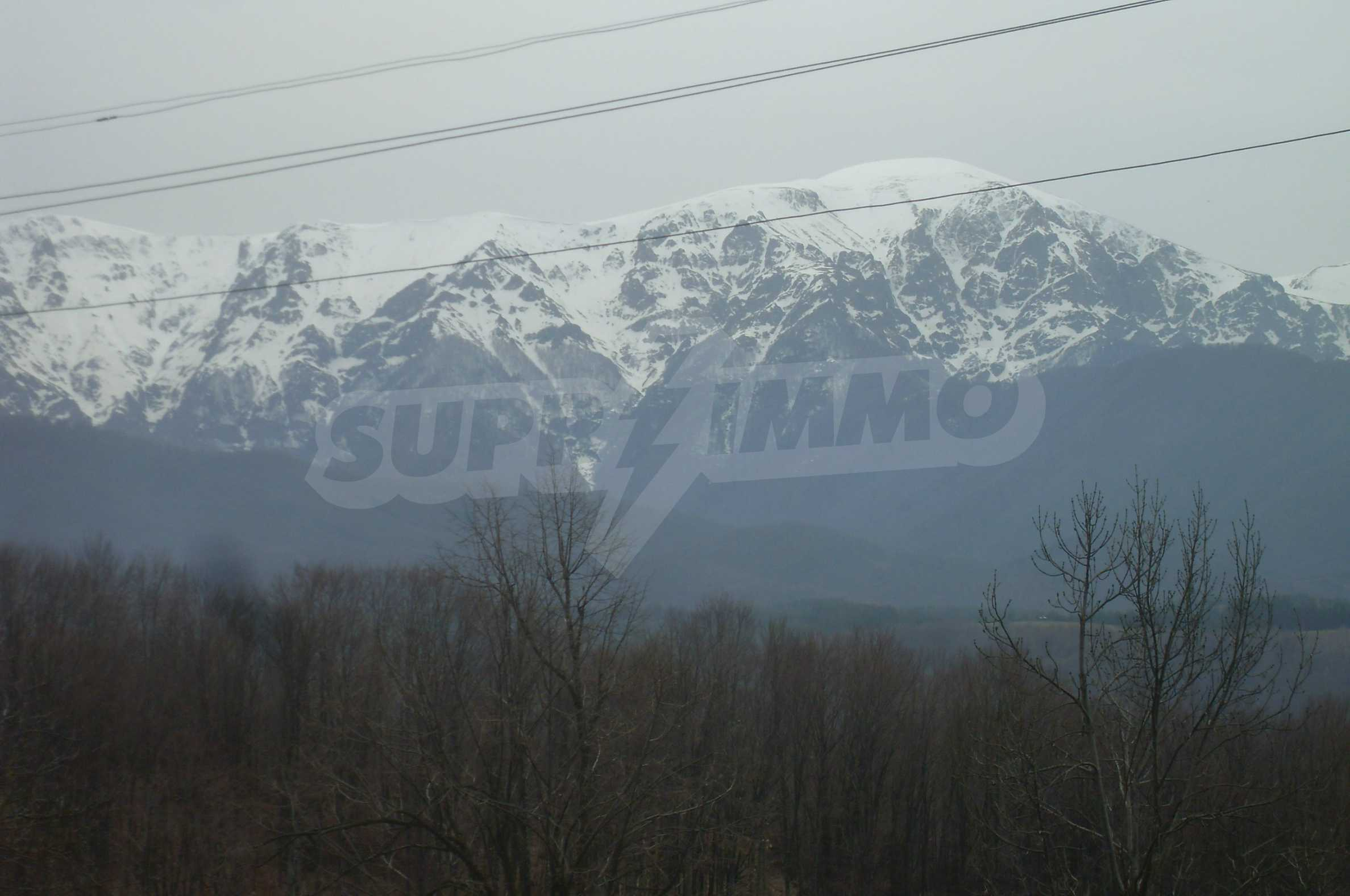 Plot with beautiful views in the heart of the mountain near Apriltzi 4