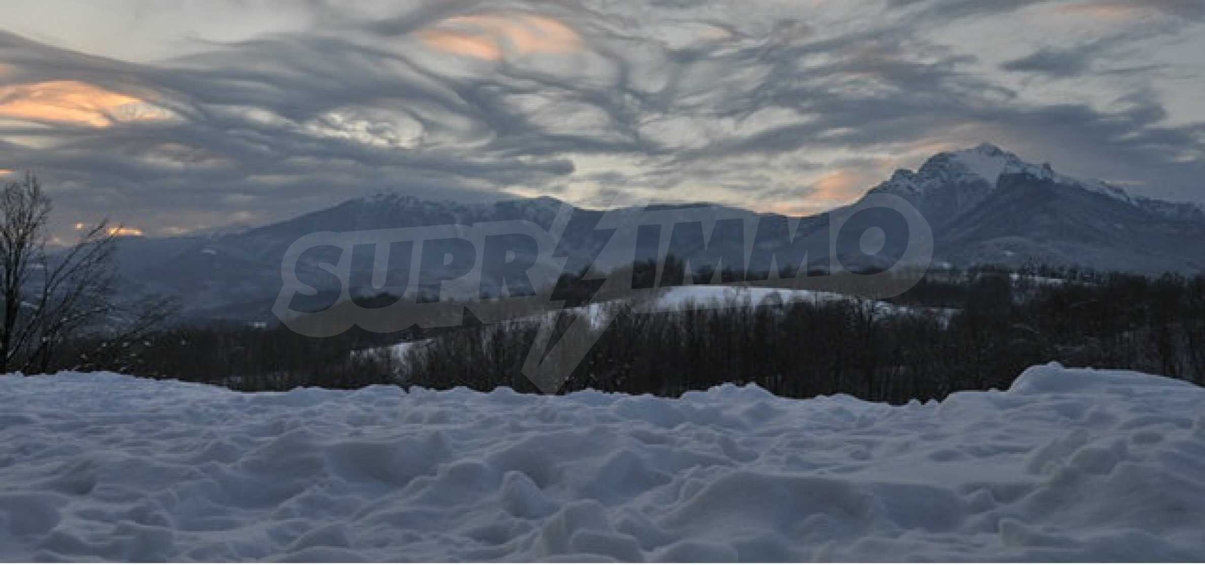Plot with beautiful views in the heart of the mountain near Apriltzi 6