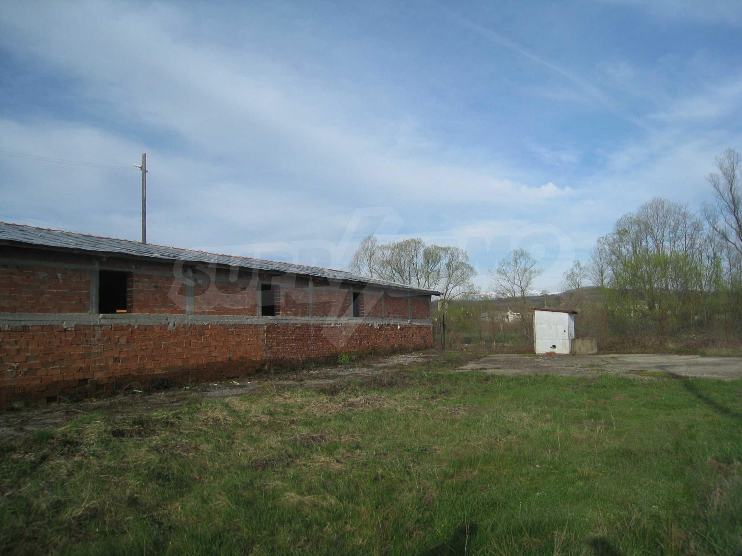 Fishpond, warehouses, residential areas and asphalt ground near Montana 29