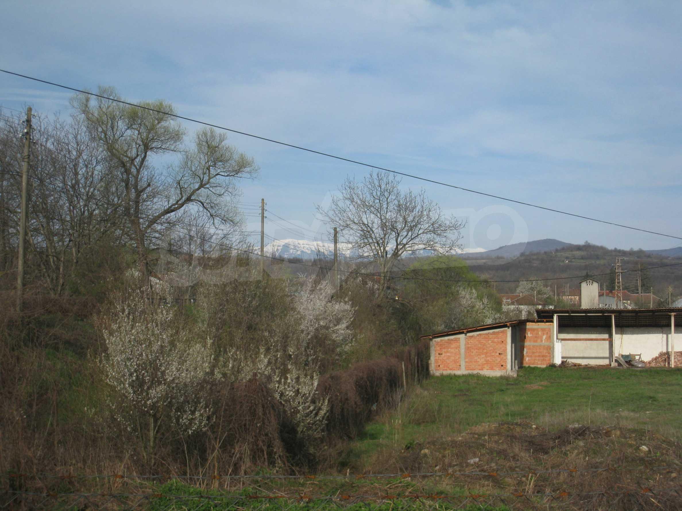 Fishpond, warehouses, residential areas and asphalt ground near Montana 39