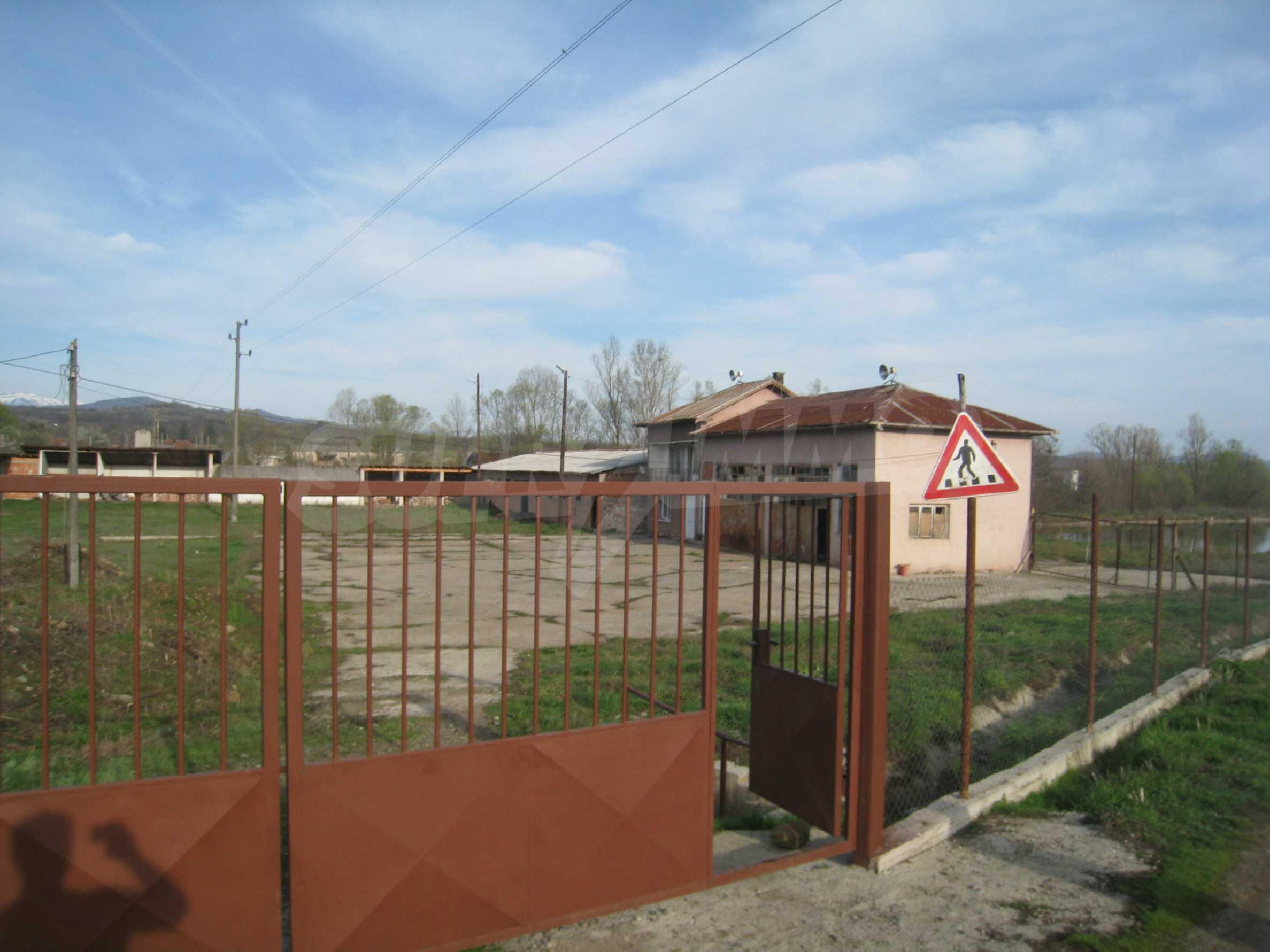 Fishpond, warehouses, residential areas and asphalt ground near Montana 43