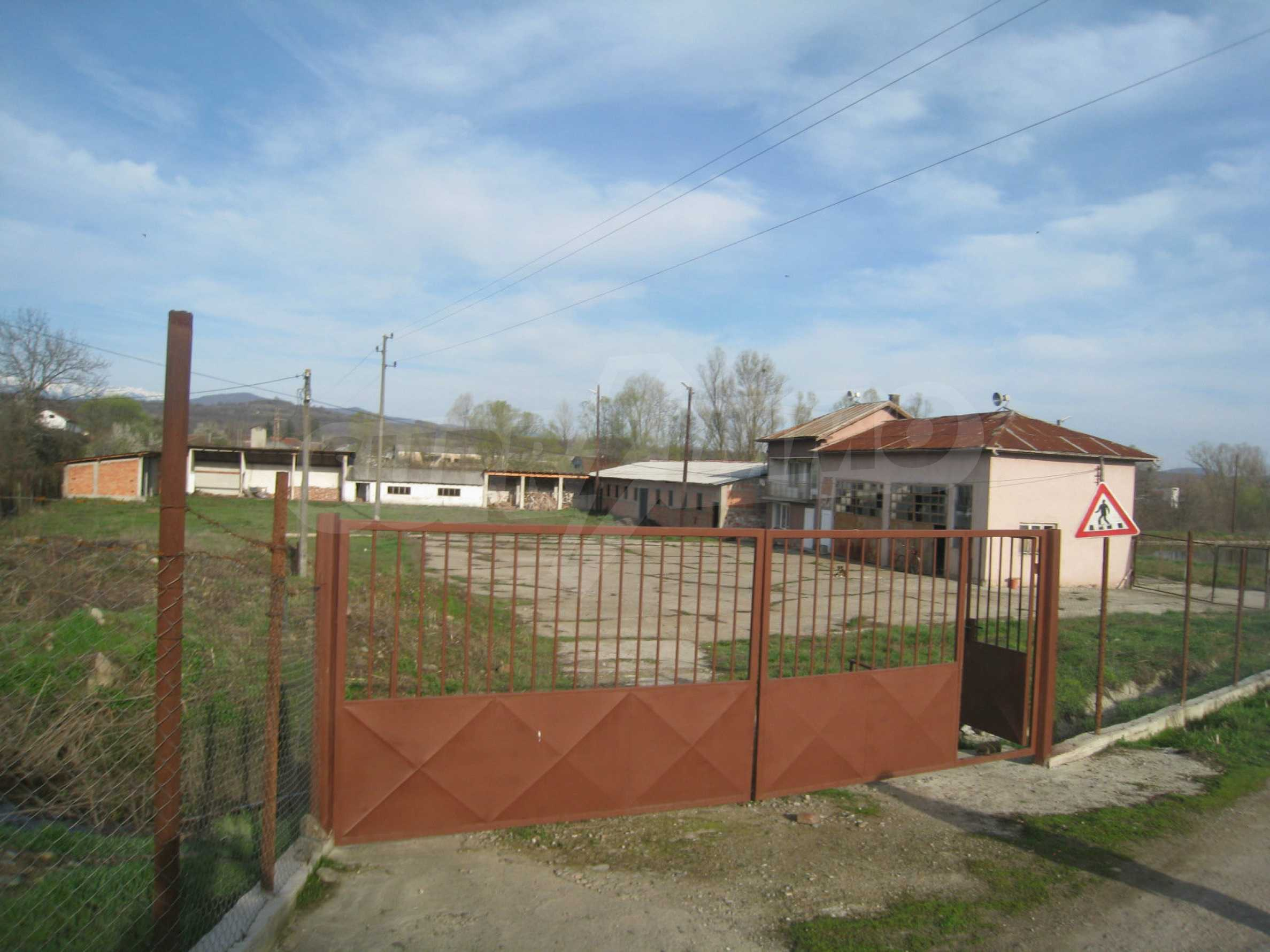 Fishpond, warehouses, residential areas and asphalt ground near Montana 44