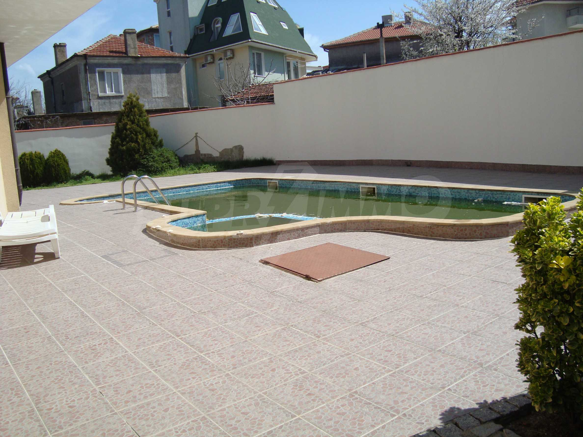 Two-bedroom apartment for sale in the center of Chernomorets 16