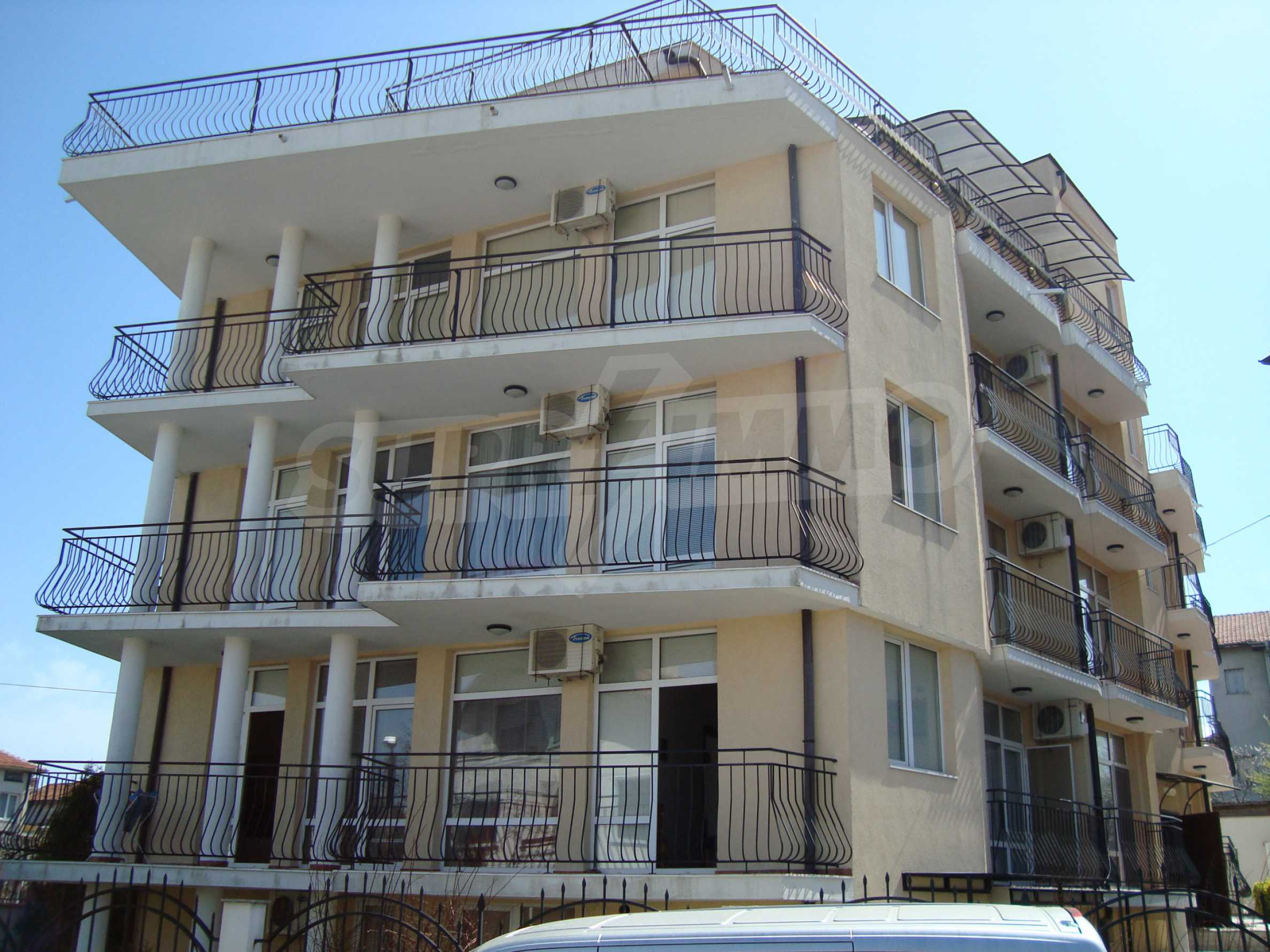 Two-bedroom apartment for sale in the center of Chernomorets 21