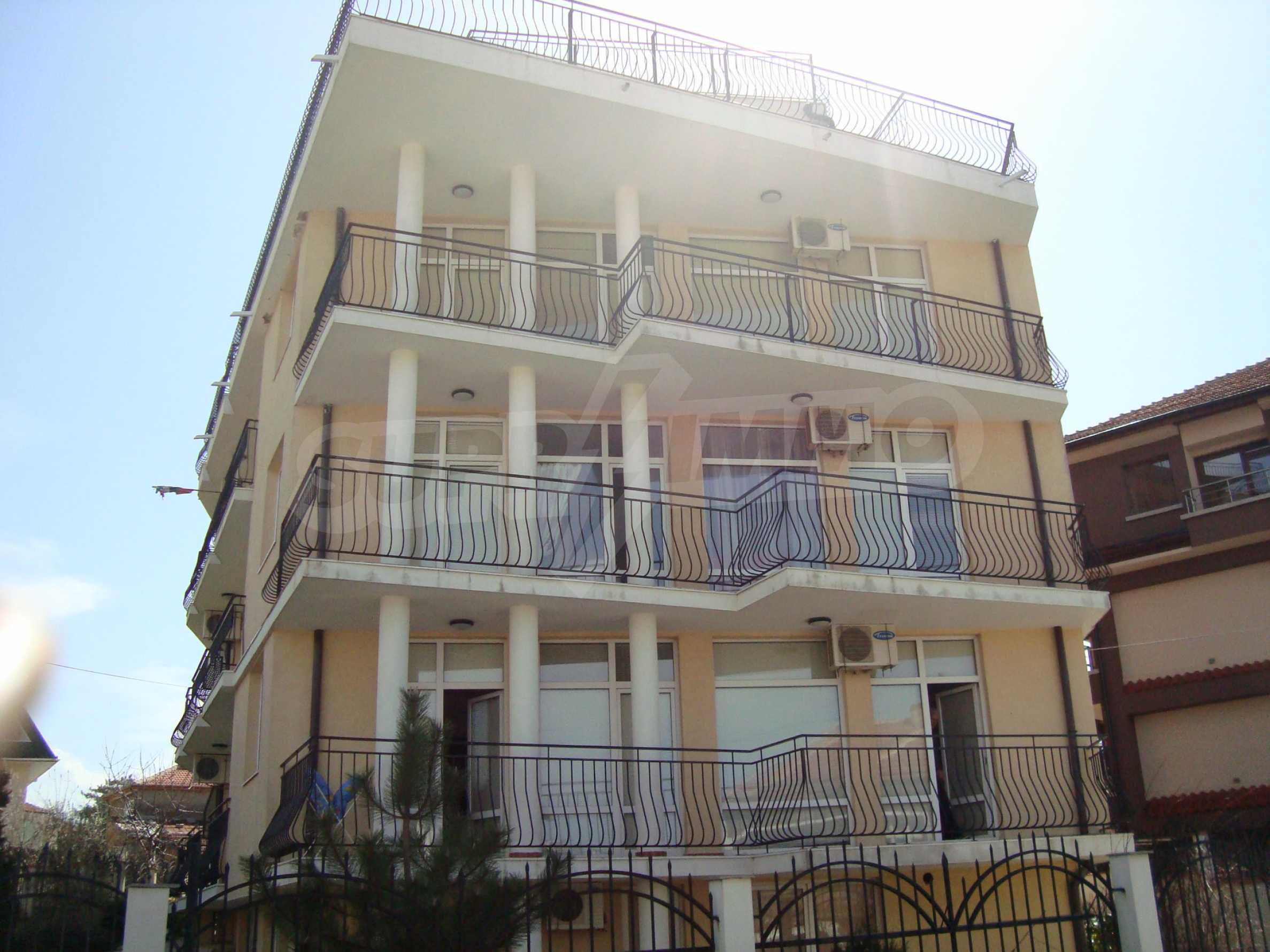 Two-bedroom apartment for sale in the center of Chernomorets 22
