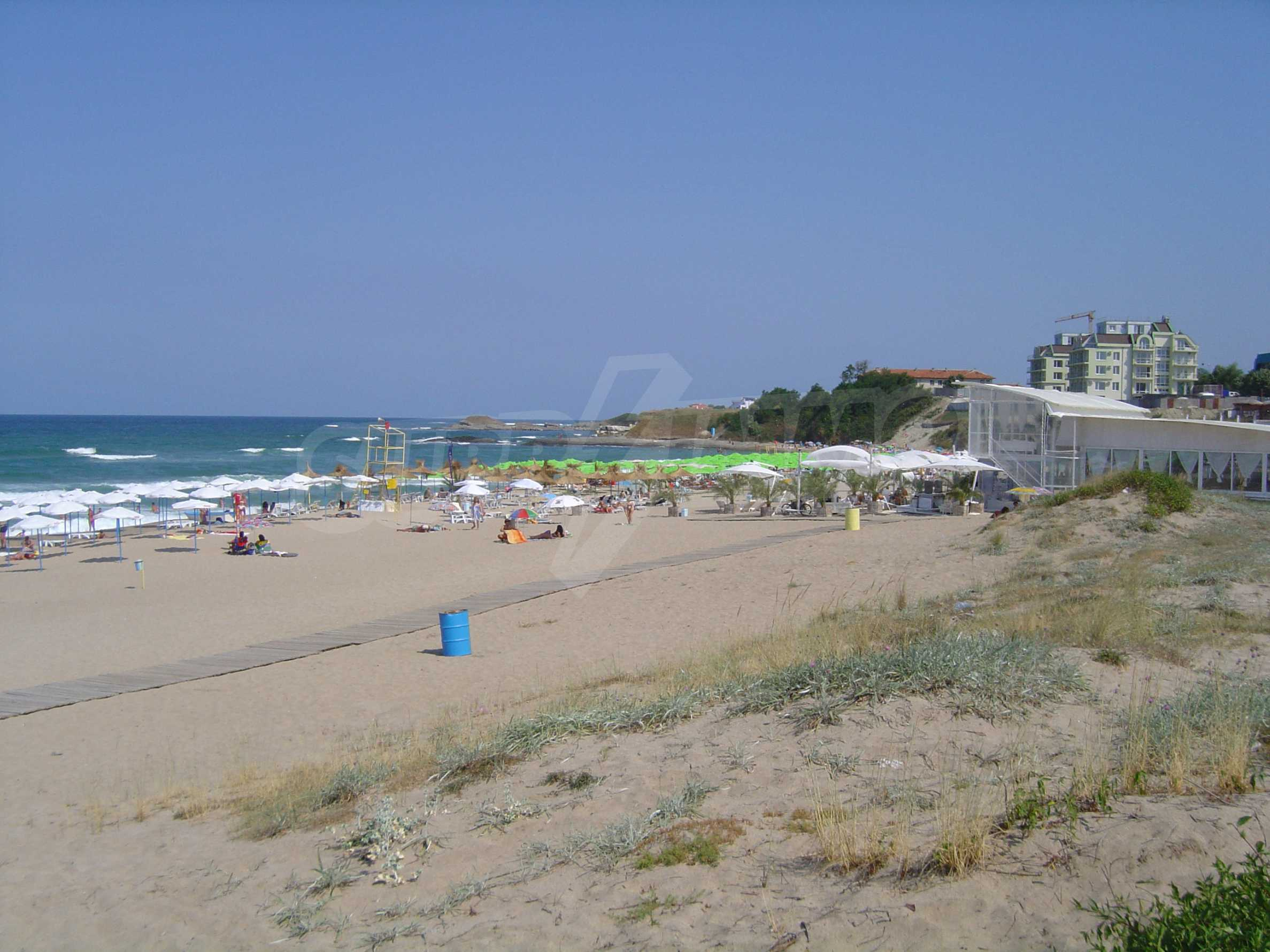 Two-bedroom apartment for sale in the center of Chernomorets 27