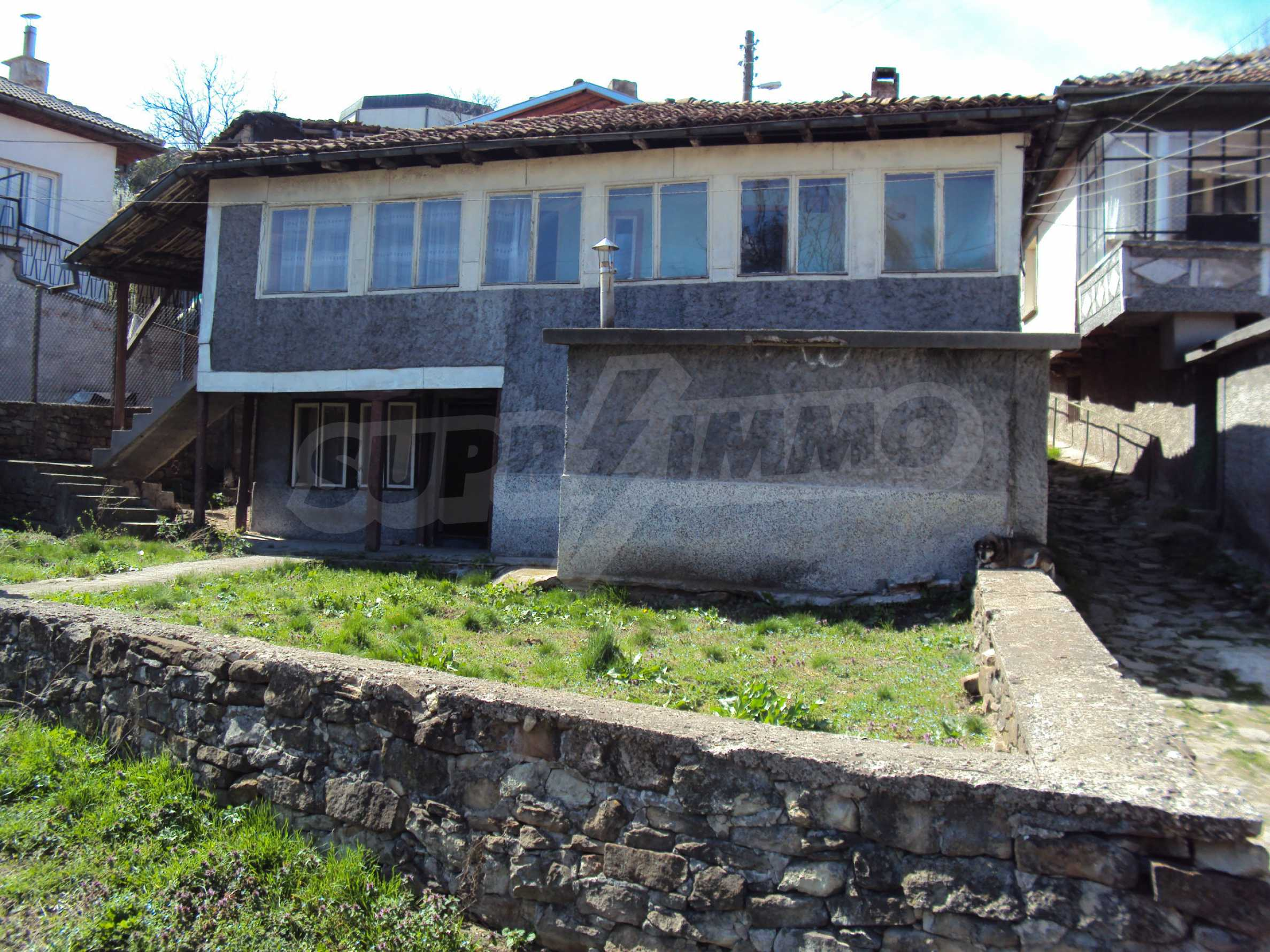 Spacious building with great location at the foot of Tsarevets 2
