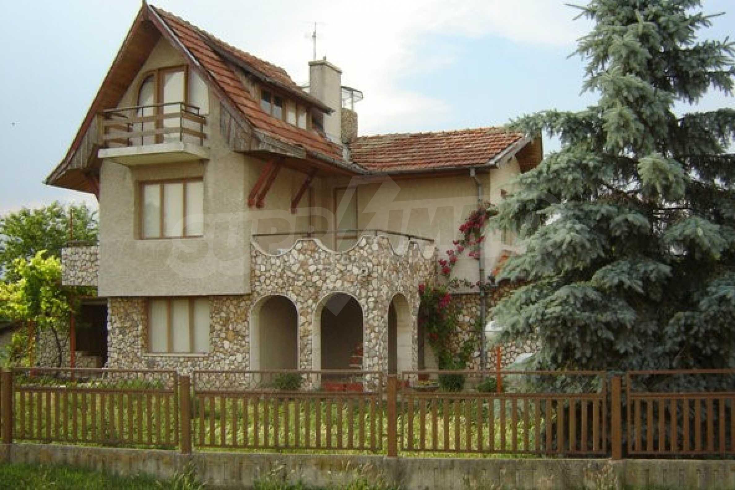 Dreistöckiges Haus 4 km von Dobritsch entfernt 2