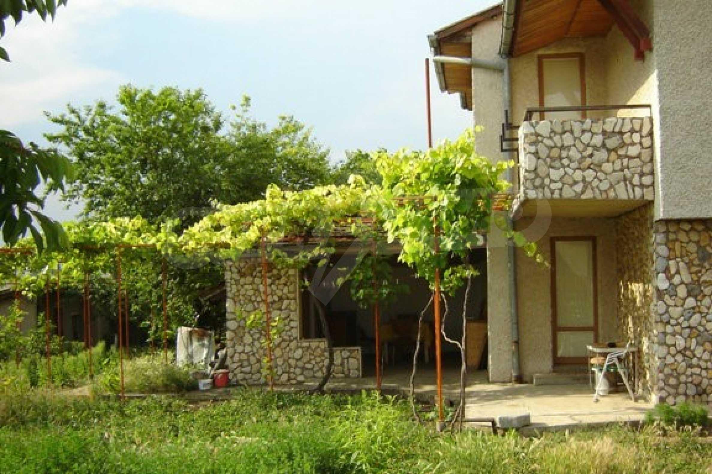Dreistöckiges Haus 4 km von Dobritsch entfernt 6