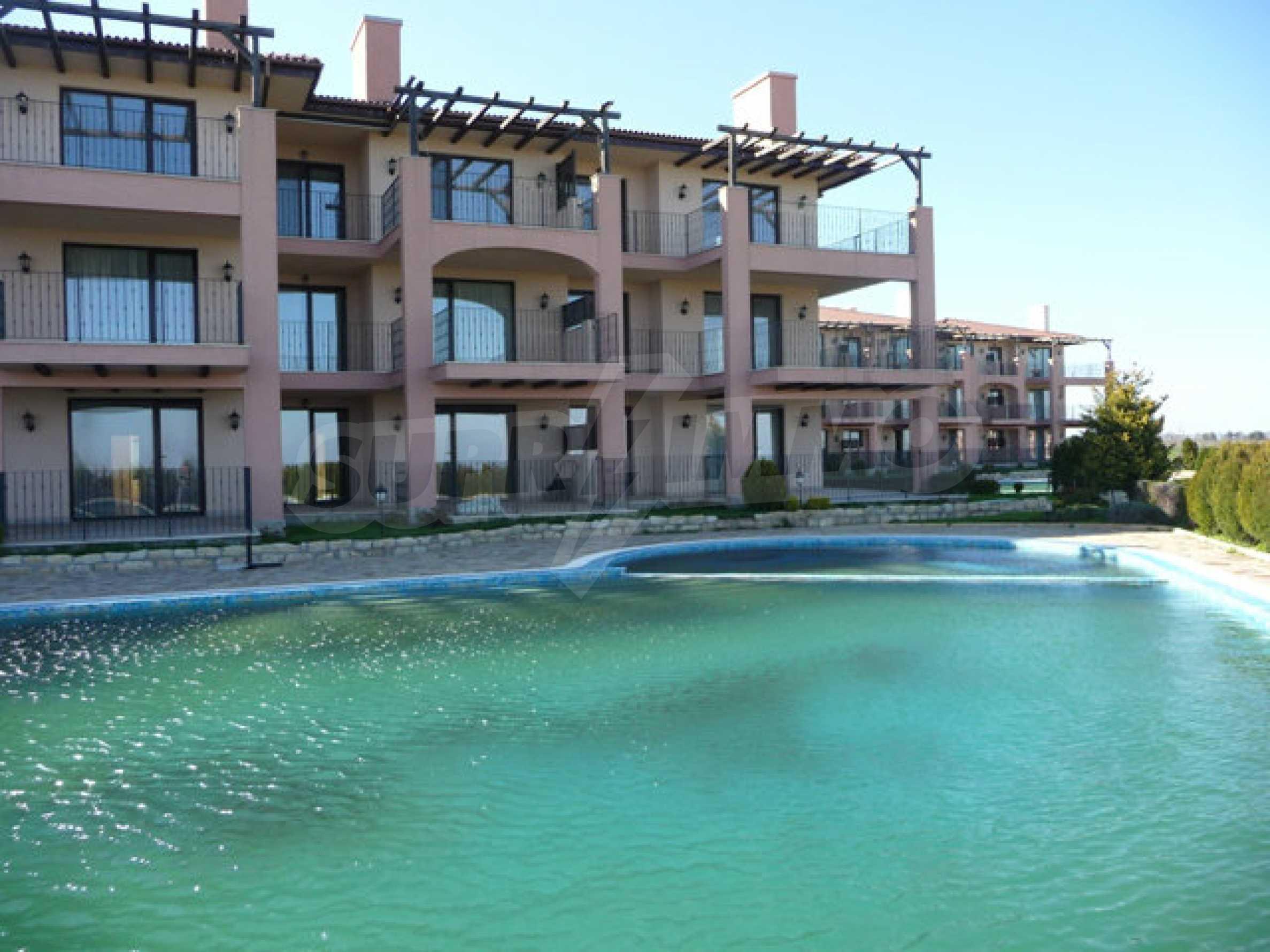 Large 2-bedroom apartment in Kaliakria complex 33