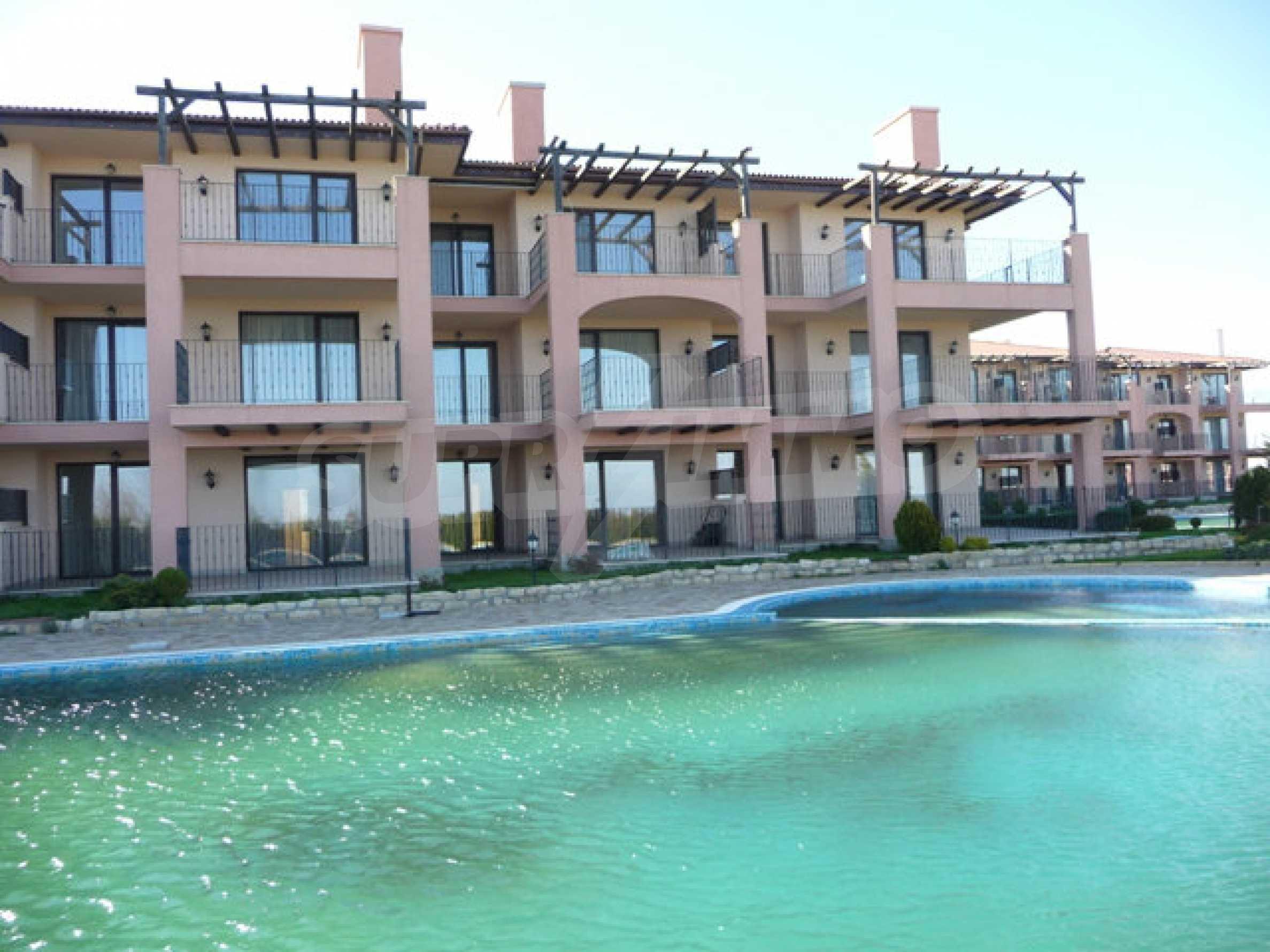 Large 2-bedroom apartment in Kaliakria complex 34