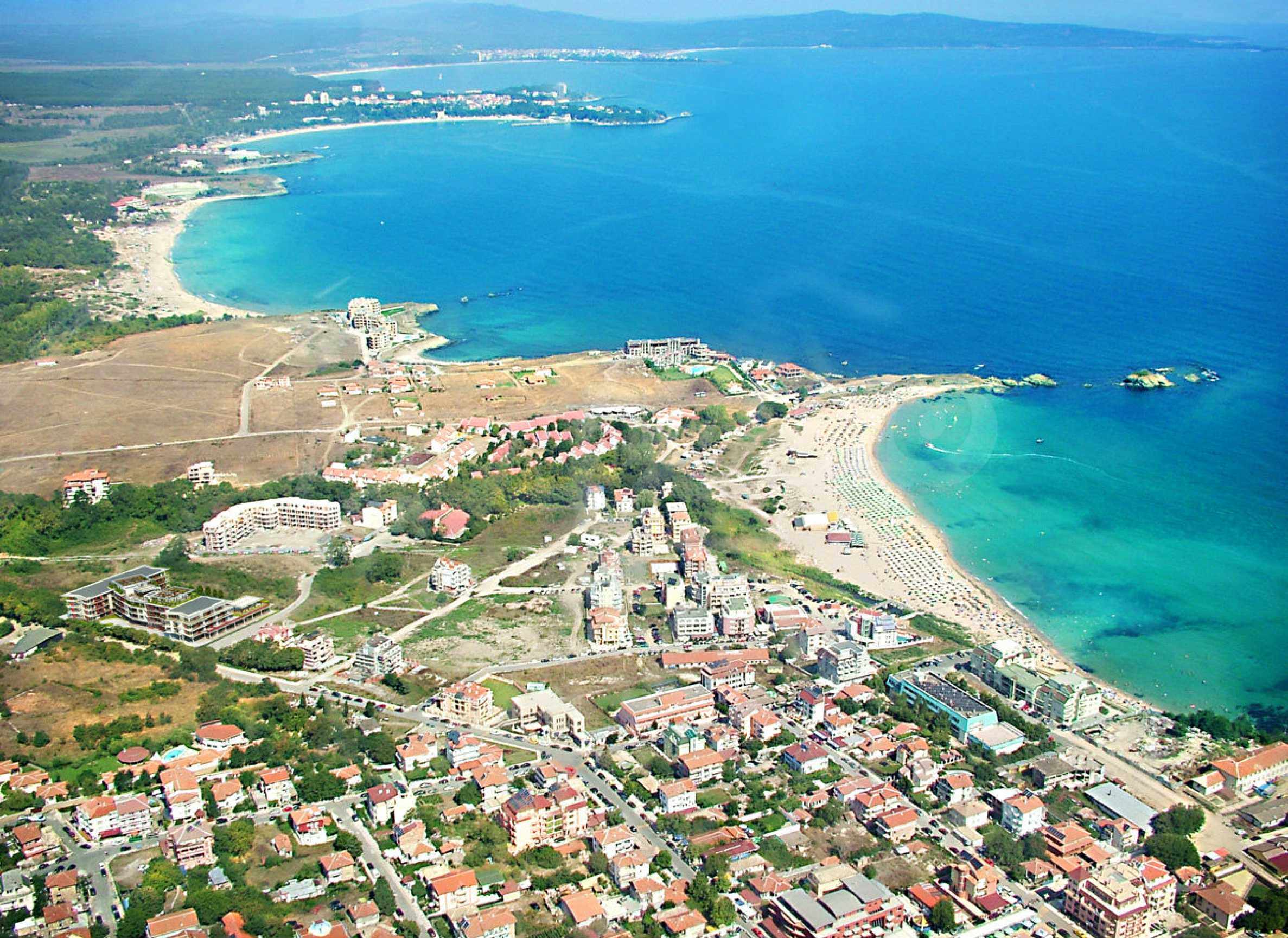 Land for sale in resort village of Lozenets 7