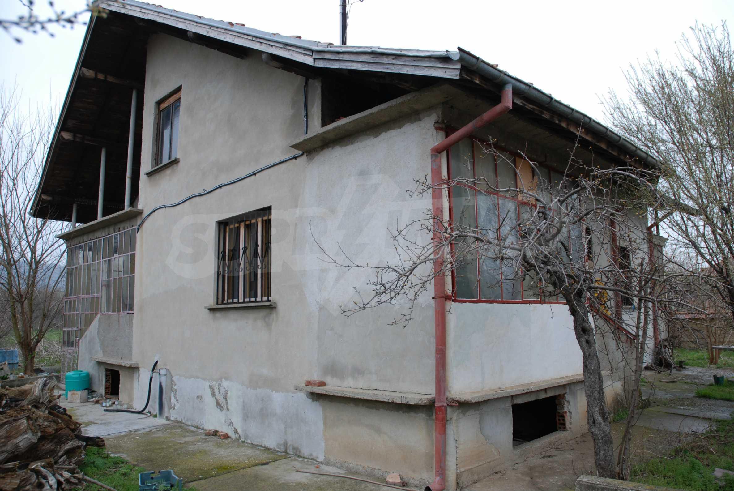 Ein solides, großes Haus in einem Dorf am Fluss 3