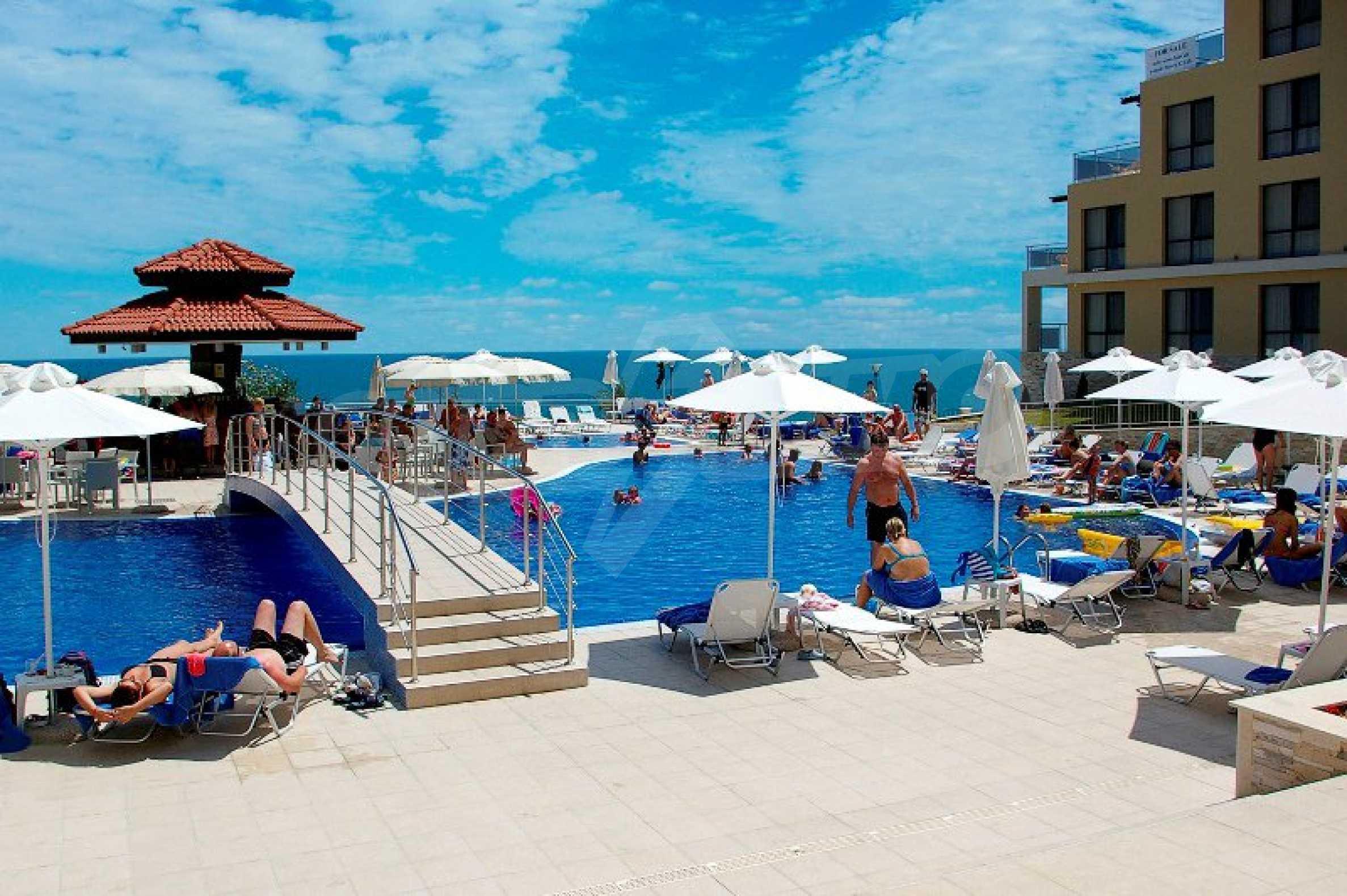 """""""White Beach Resort"""" 7"""