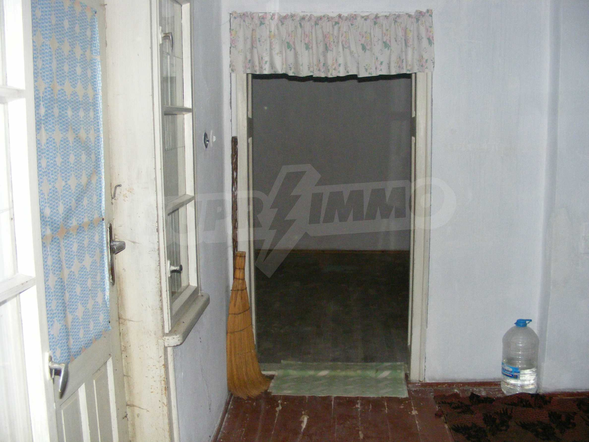 Nice detached house with garden 30 km from Montana and Lom 10