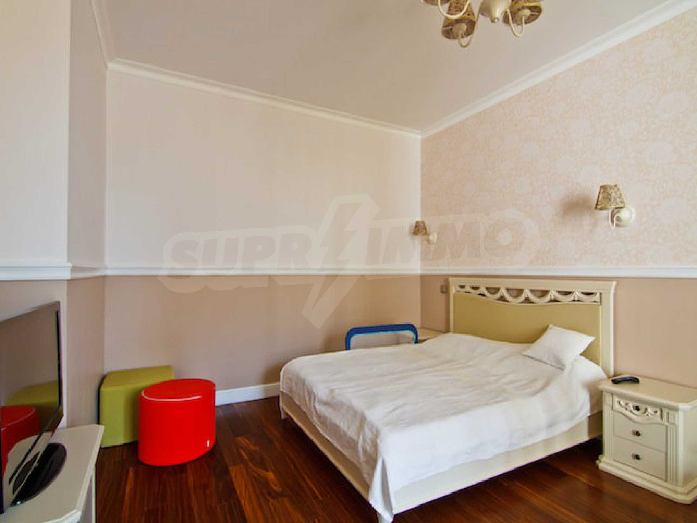 Fully and luxuriously furnished large apartment 17