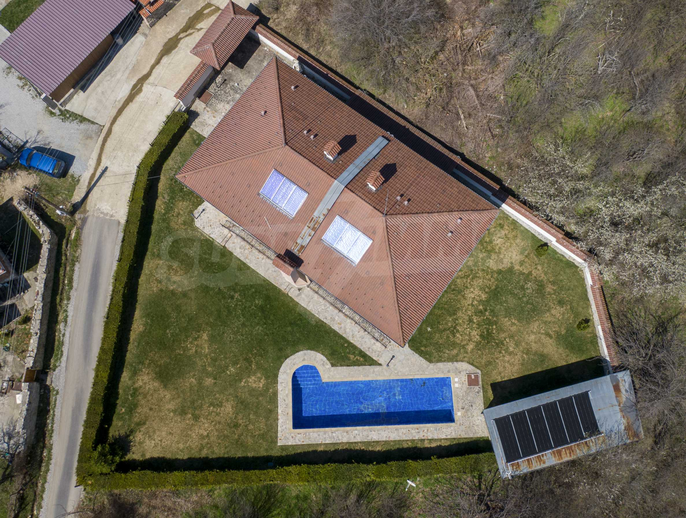 Two houses with swimming pool located close to a lake 51