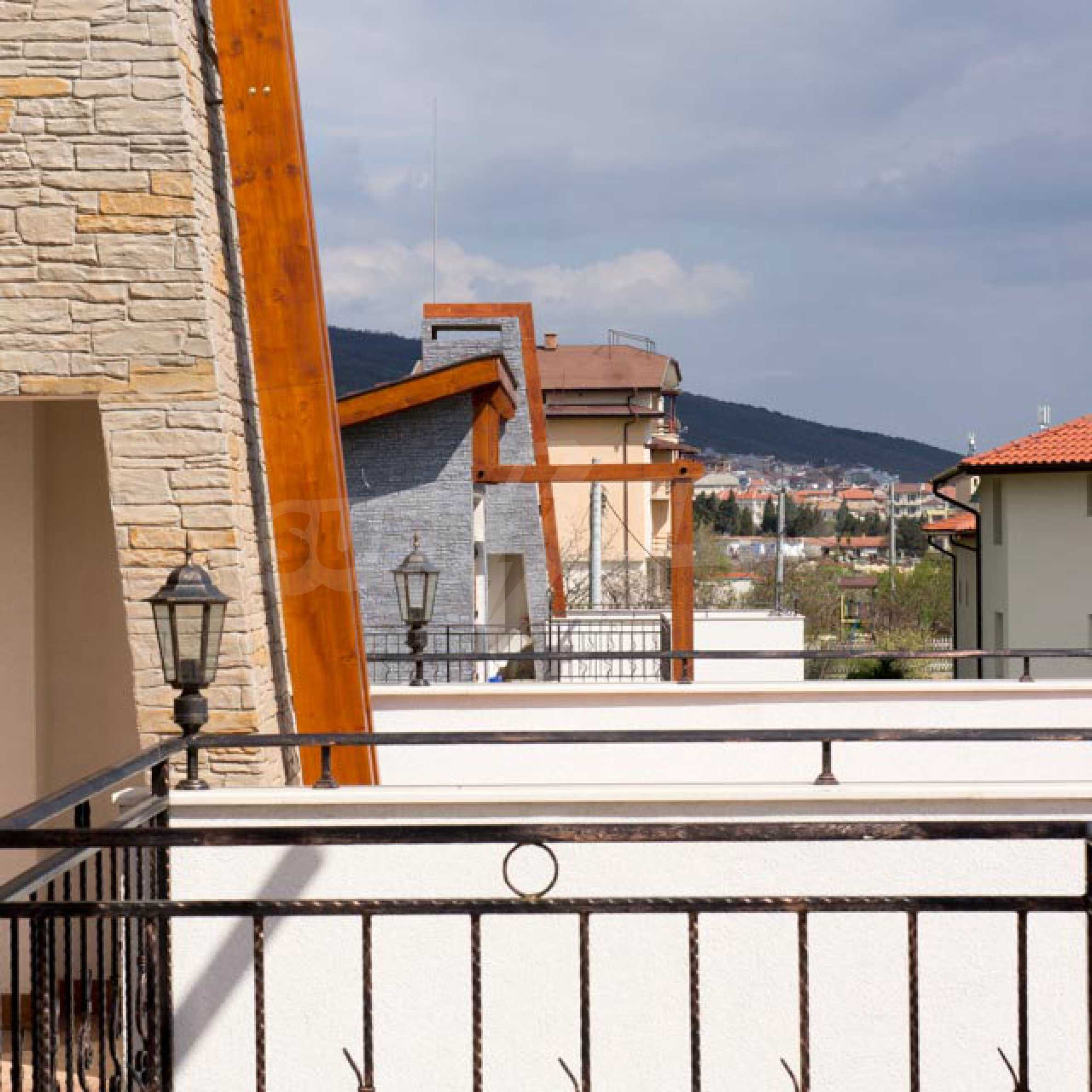 Complex of 3 houses in Intsaraki area of Saint Vlas 23