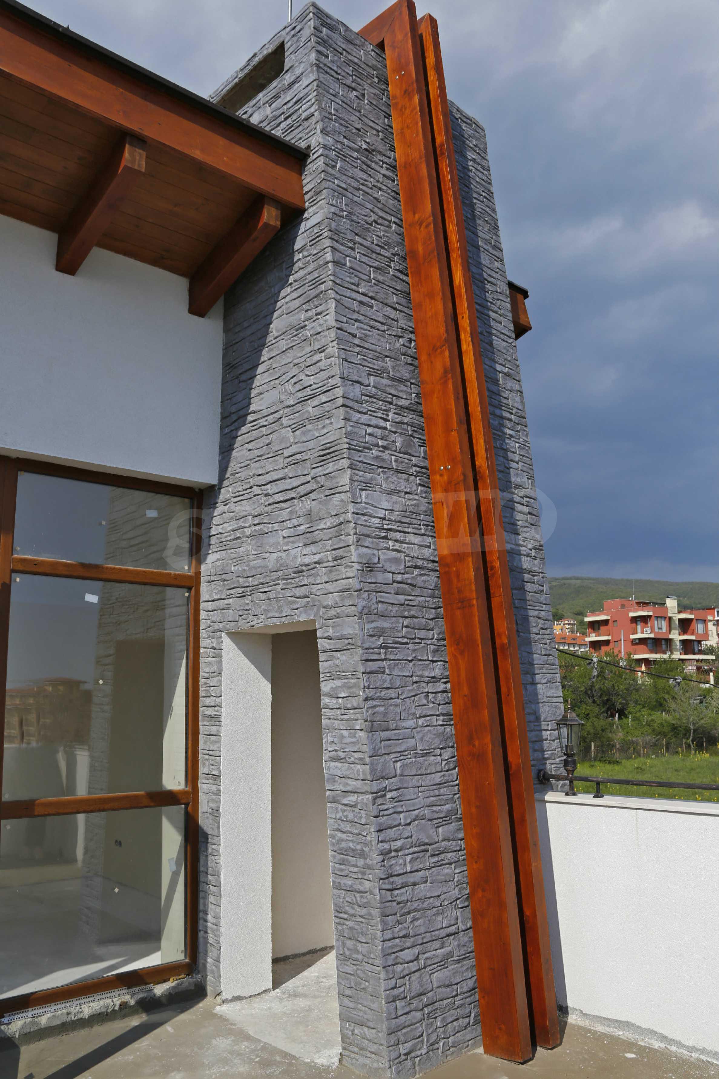 Complex of 3 houses in Intsaraki area of Saint Vlas 26