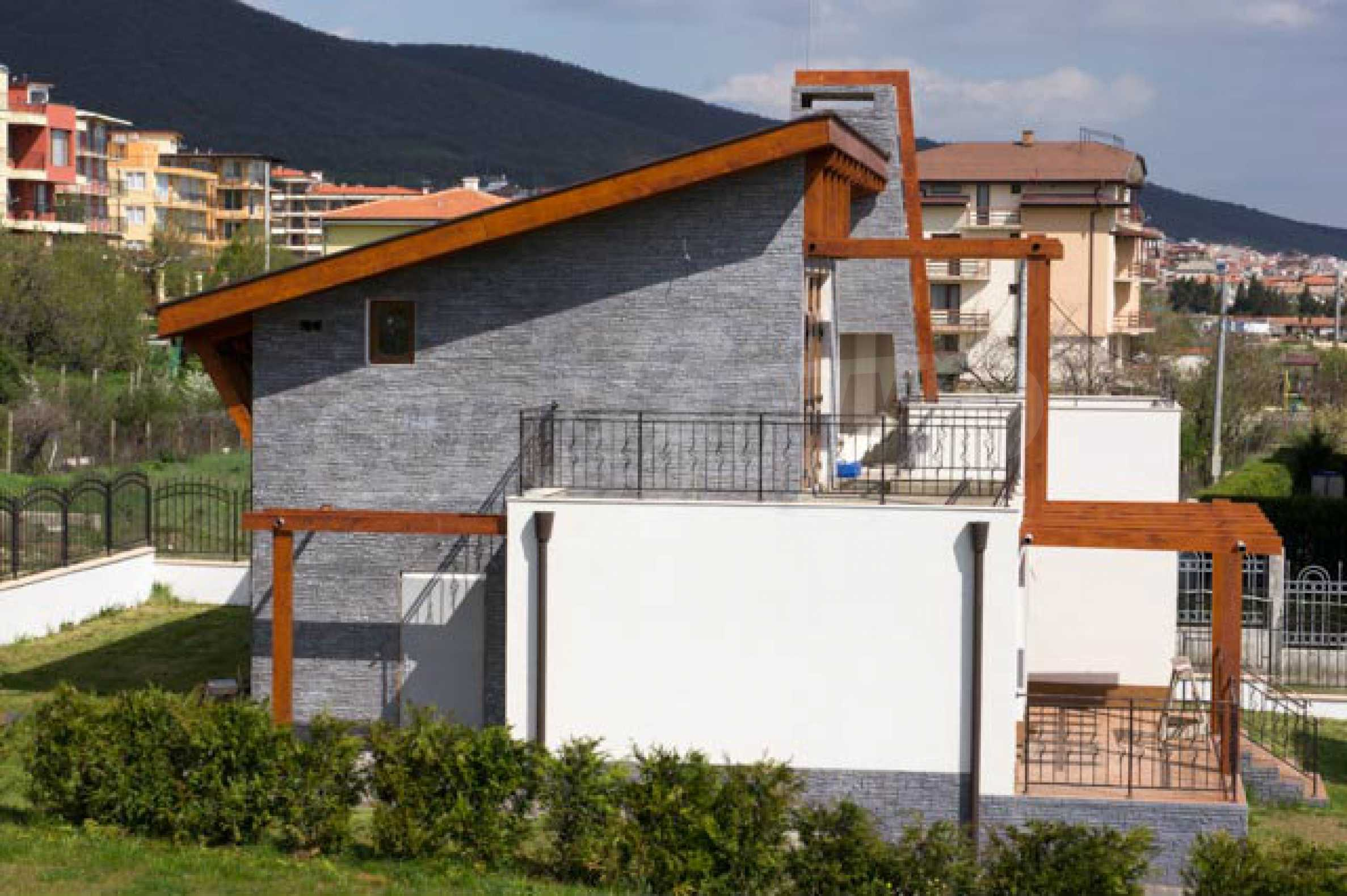 Complex of 3 houses in Intsaraki area of Saint Vlas 29