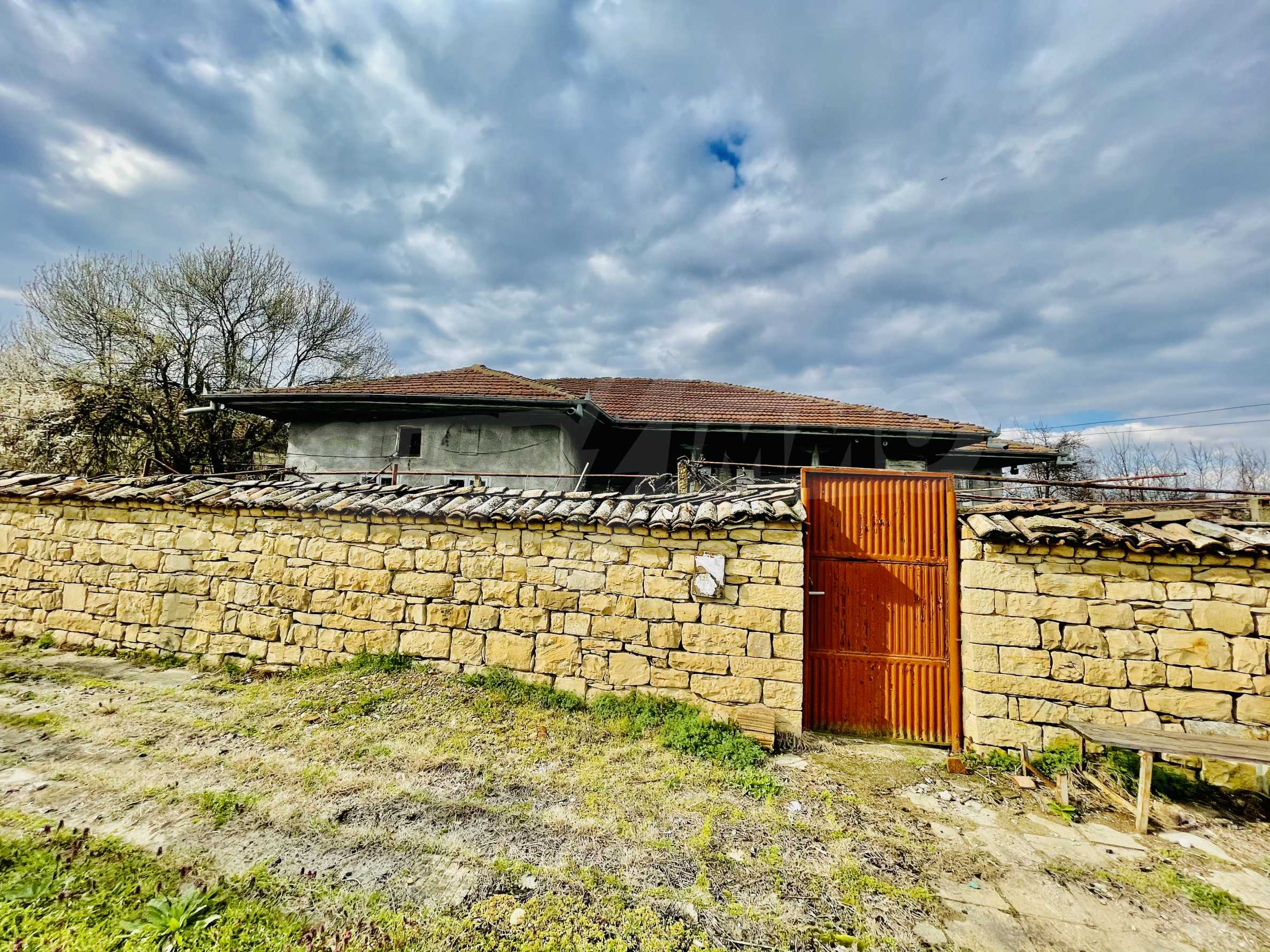 A nice house with a large yard located not far from Yantra river and Veliko Tarnovo 39