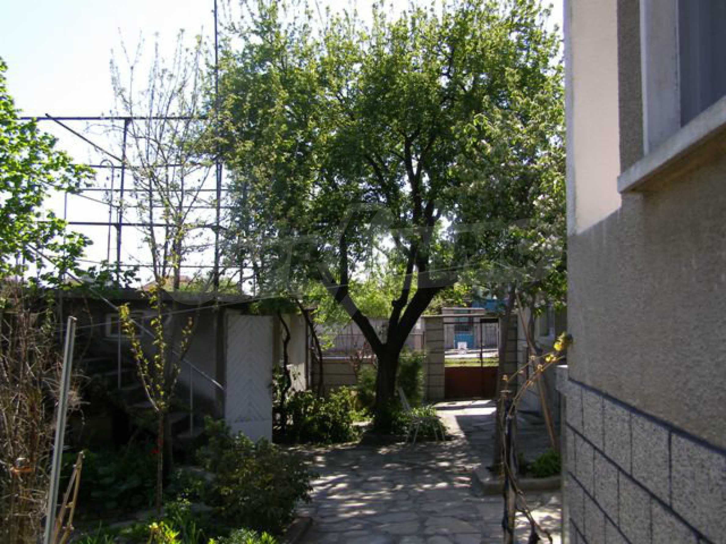 Spacious 1-storey house with yard in Simeonovgrad 11
