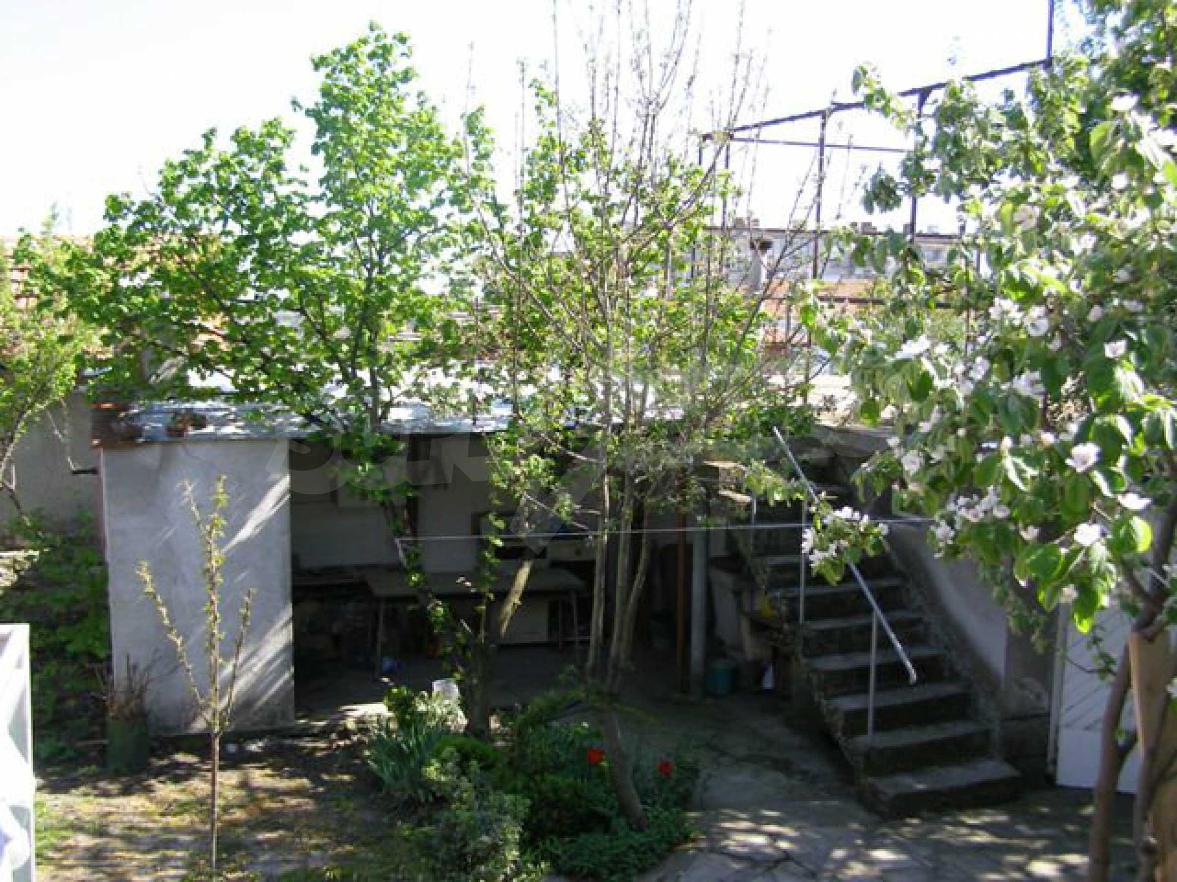 Spacious 1-storey house with yard in Simeonovgrad 17