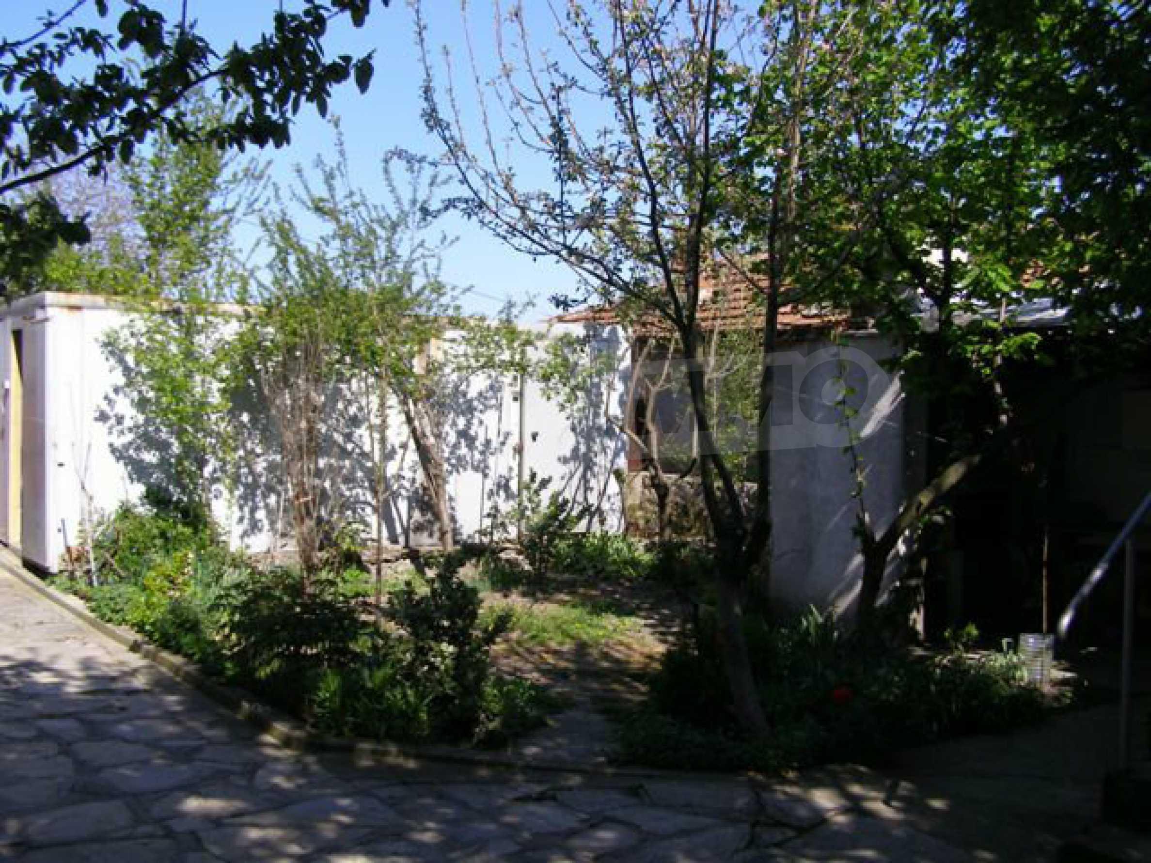 Spacious 1-storey house with yard in Simeonovgrad 18