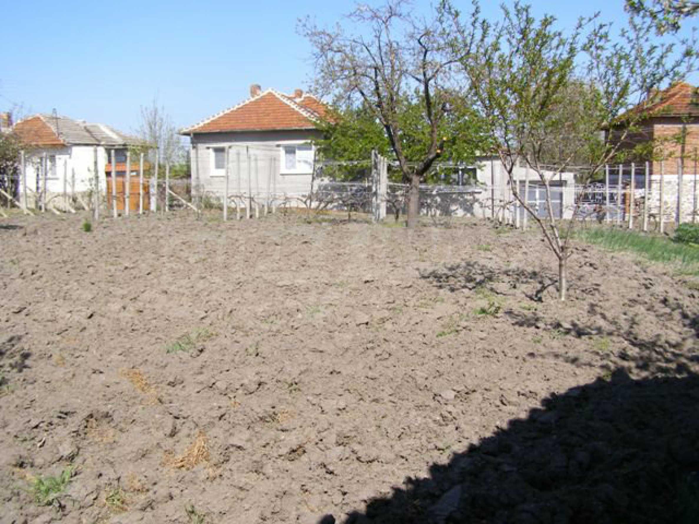 Spacious 1-storey house with yard in Simeonovgrad 23