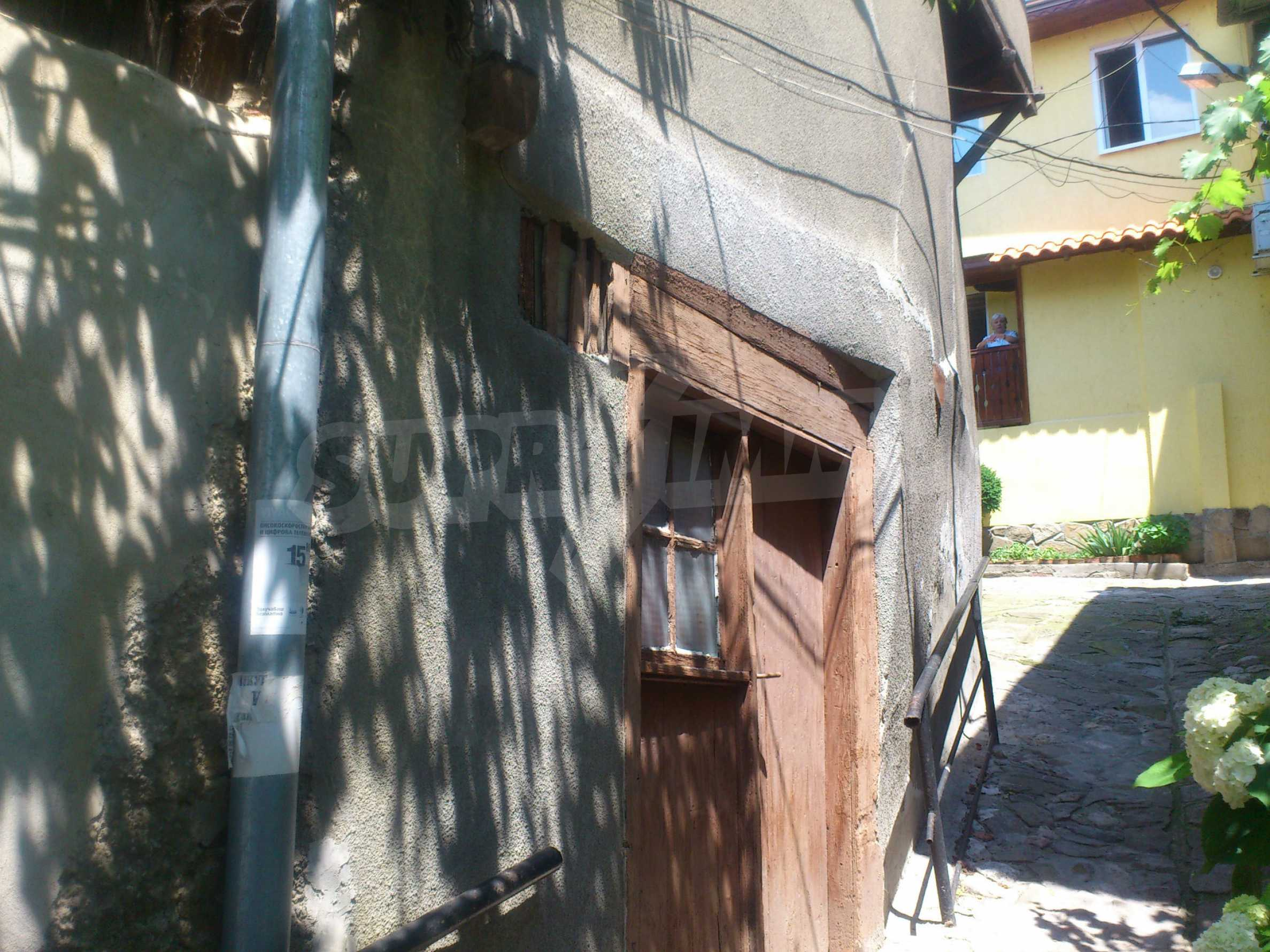 Traditional, spacious house located in the old part of Veliko Tarnovo 37