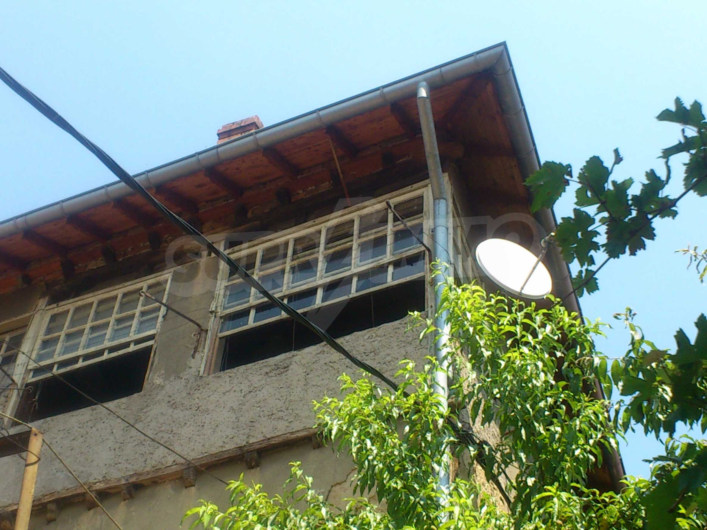 Traditional, spacious house located in the old part of Veliko Tarnovo 39