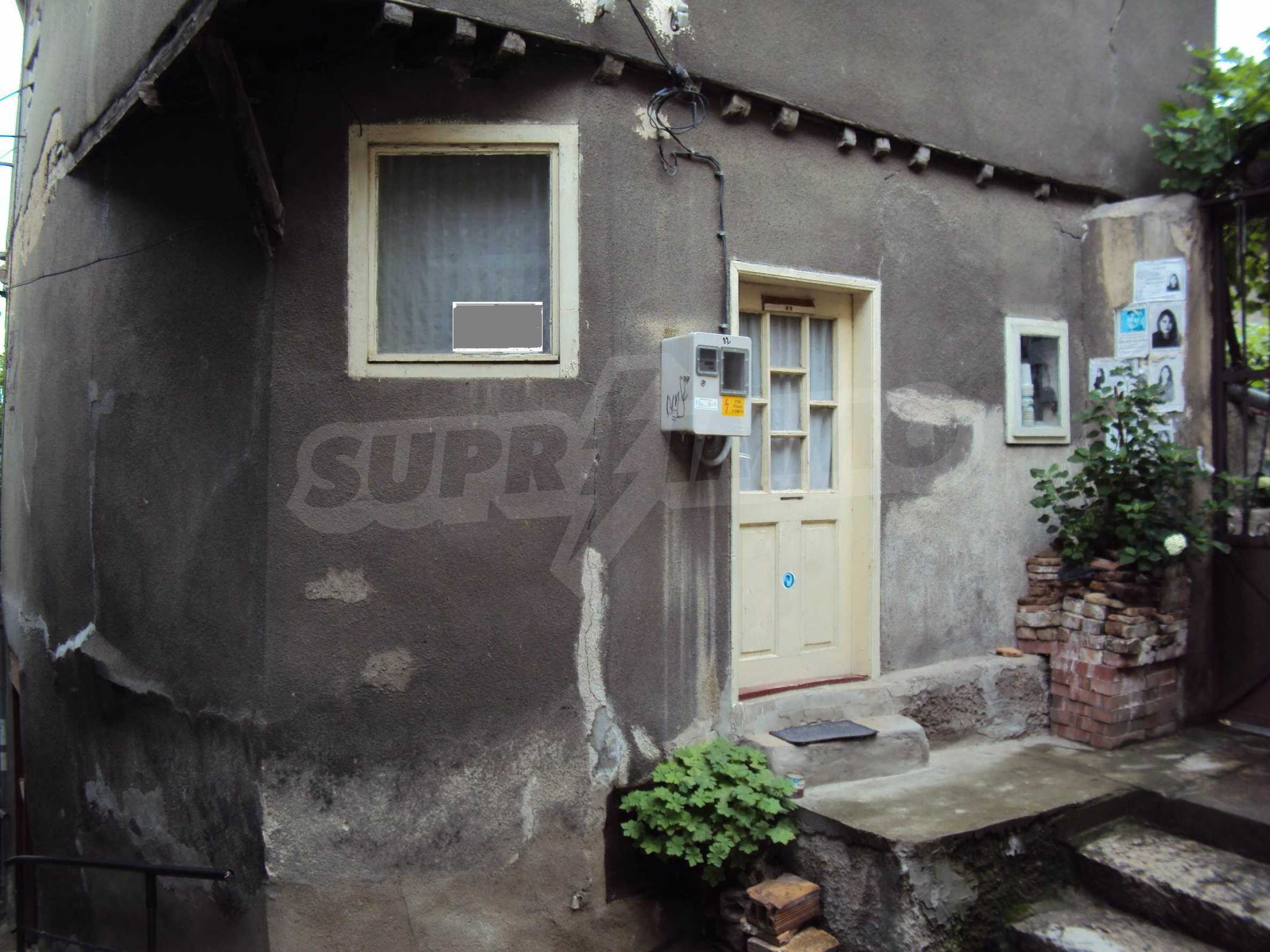 Traditional, spacious house located in the old part of Veliko Tarnovo 41
