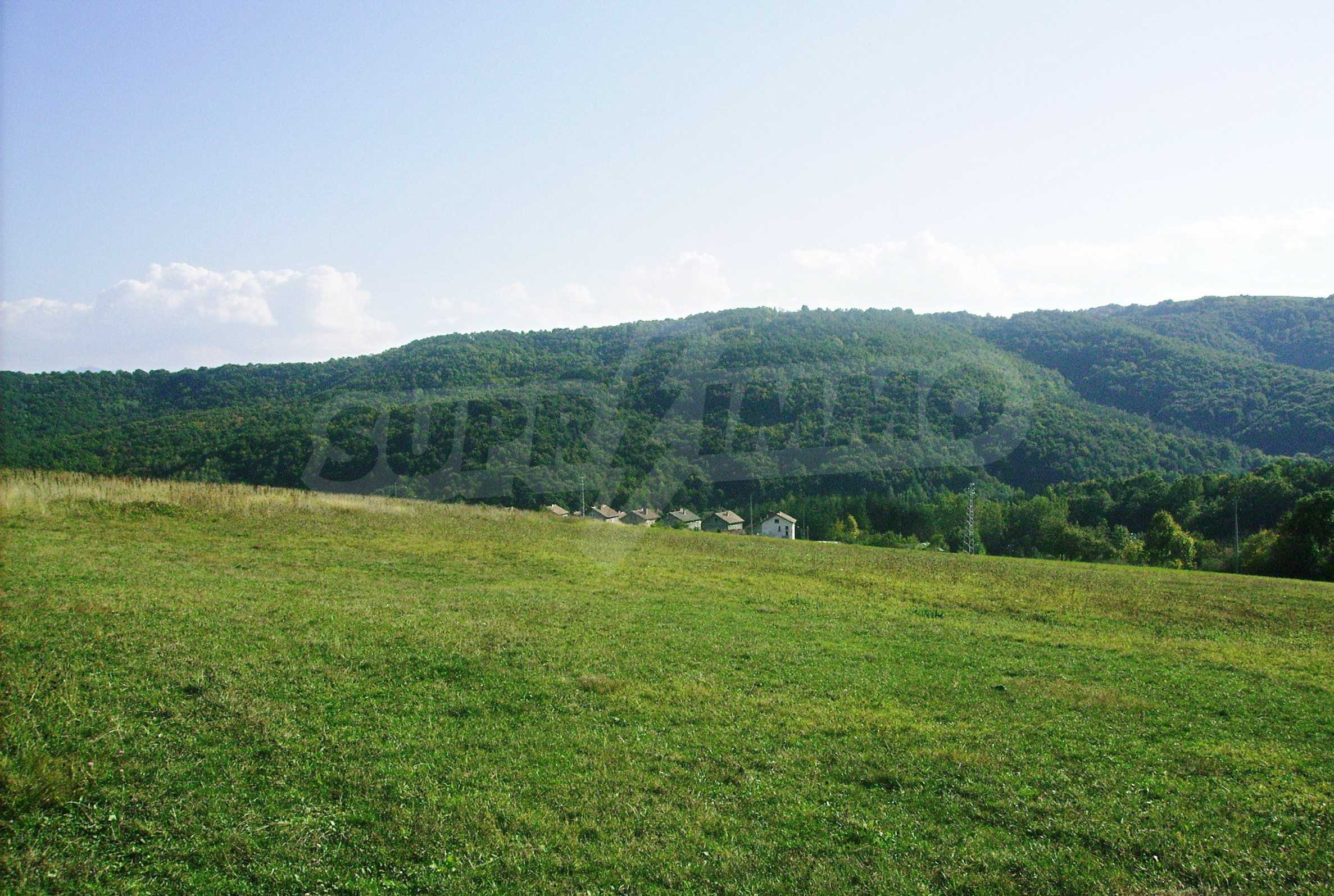 Large plot of land located near town Gabrovo 15