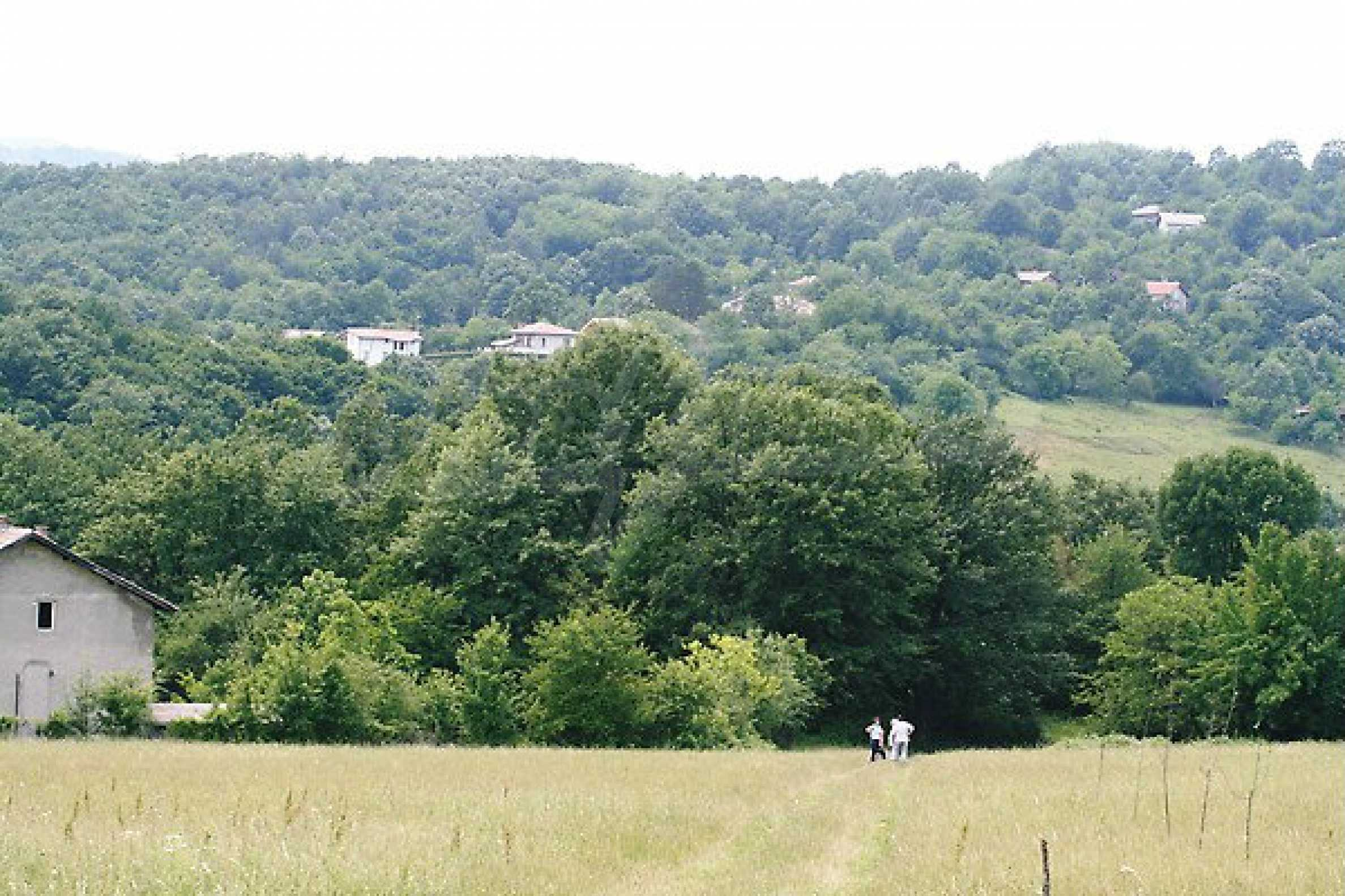 Large plot of land located near town Gabrovo 3