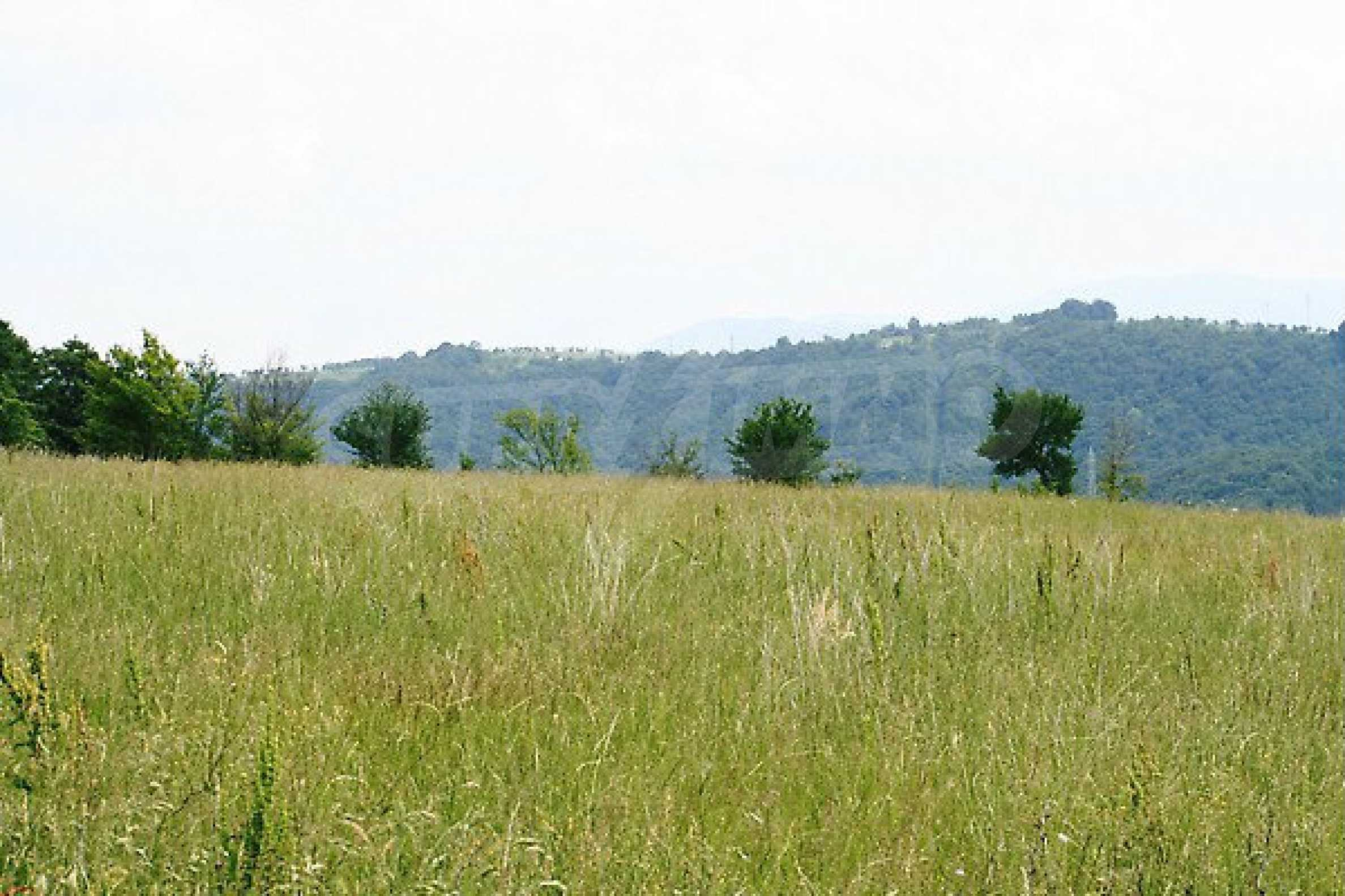 Large plot of land located near town Gabrovo 5