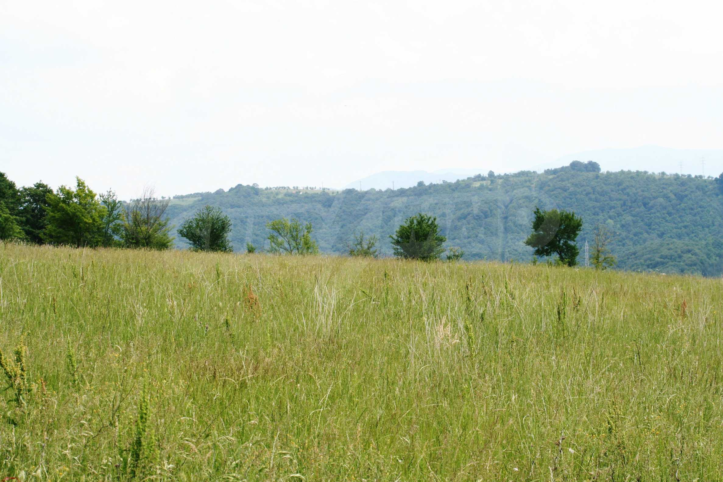 Spacious plot of agricultural land with potential near Gabrovo 9